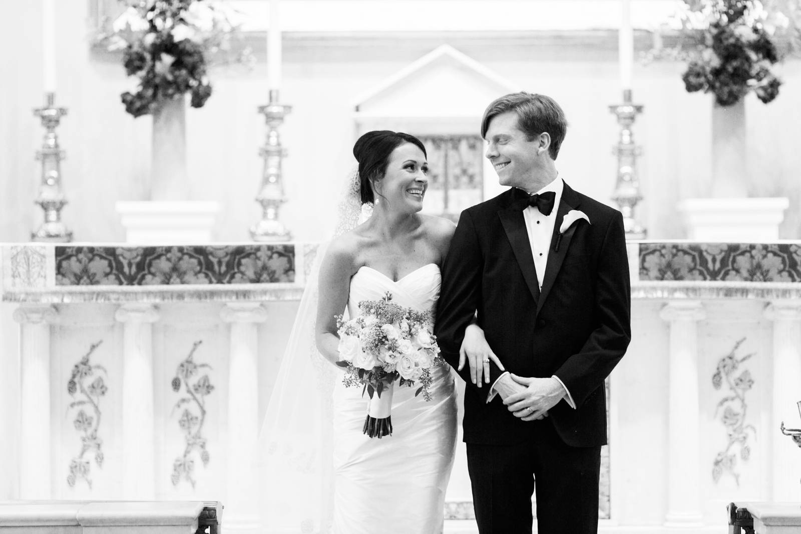 atrium at curtis center wedding photographer philadelphia wedding photographer shannon griffin_0009.jpg