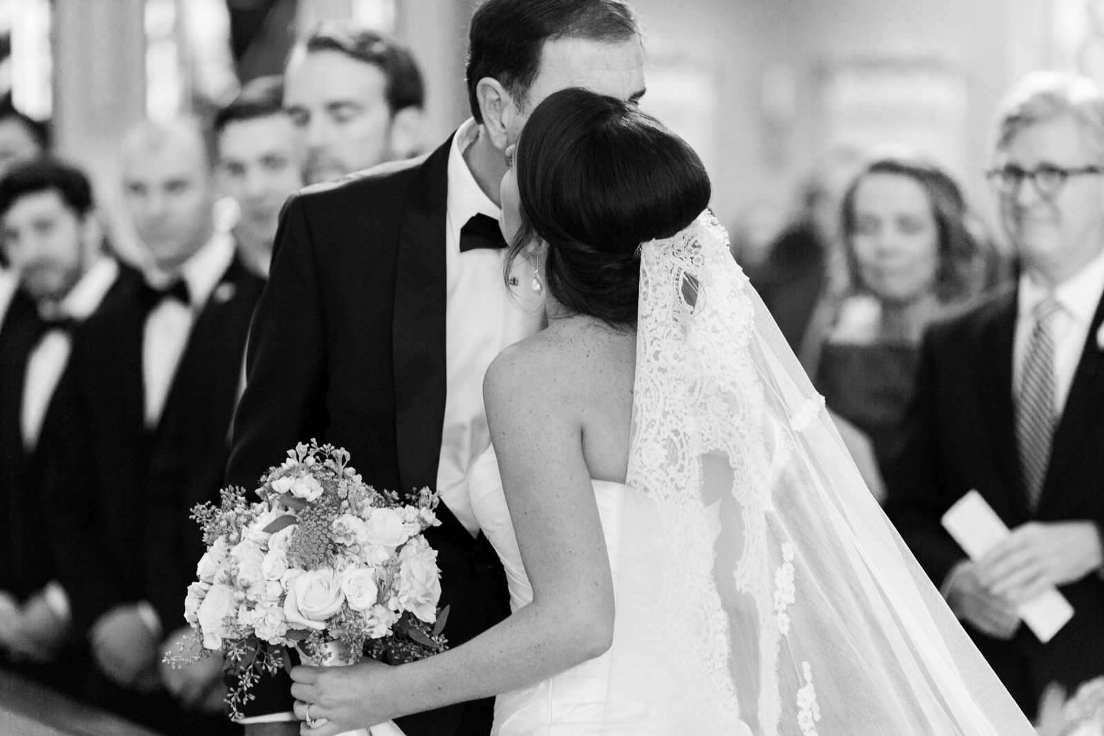 atrium at curtis center wedding photographer philadelphia wedding photographer shannon griffin_0008.jpg