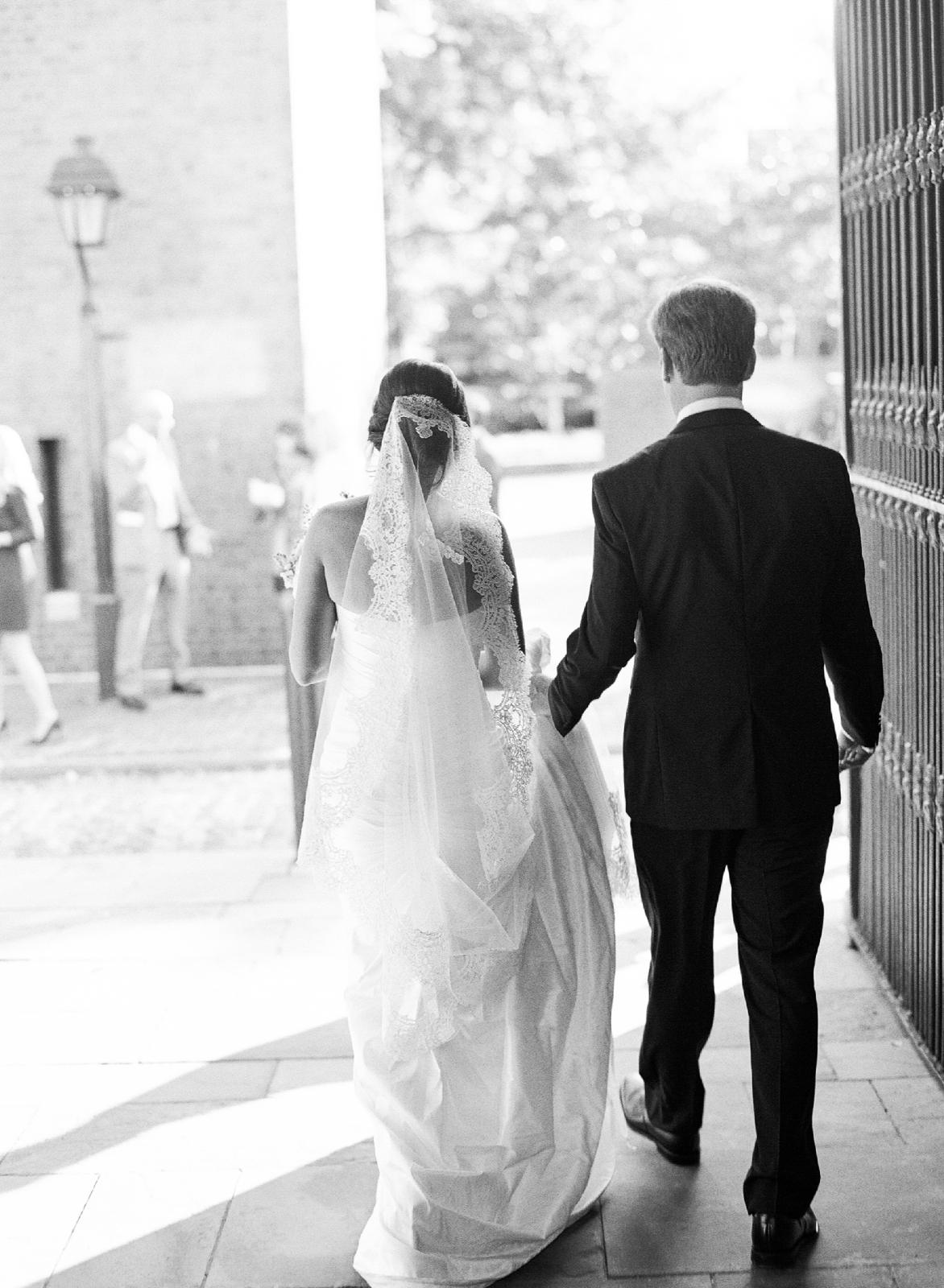 atrium at curtis center wedding photographer philadelphia wedding photographer shannon griffin_0013.jpg