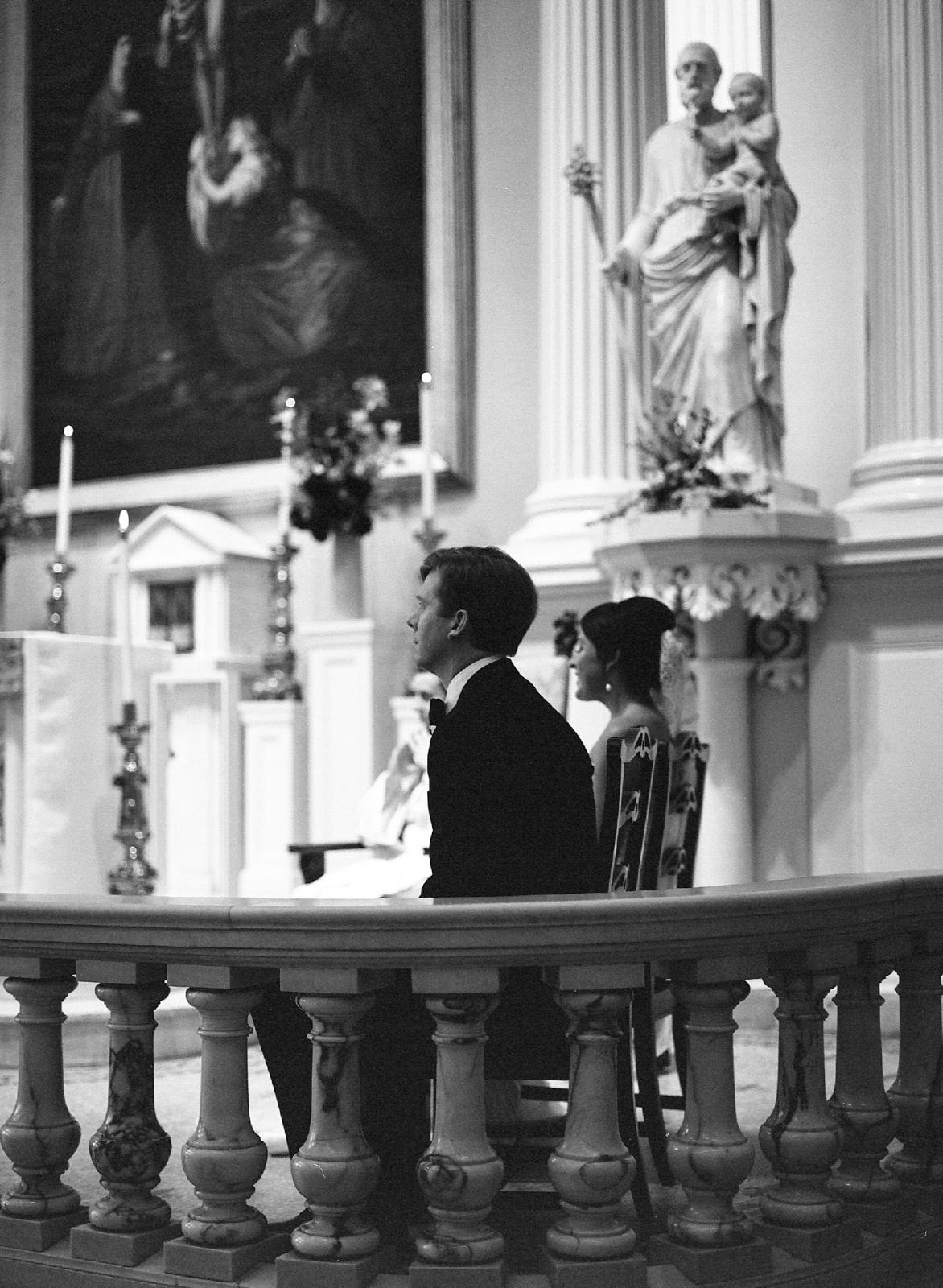 atrium at curtis center wedding photographer philadelphia wedding photographer shannon griffin_0015.jpg