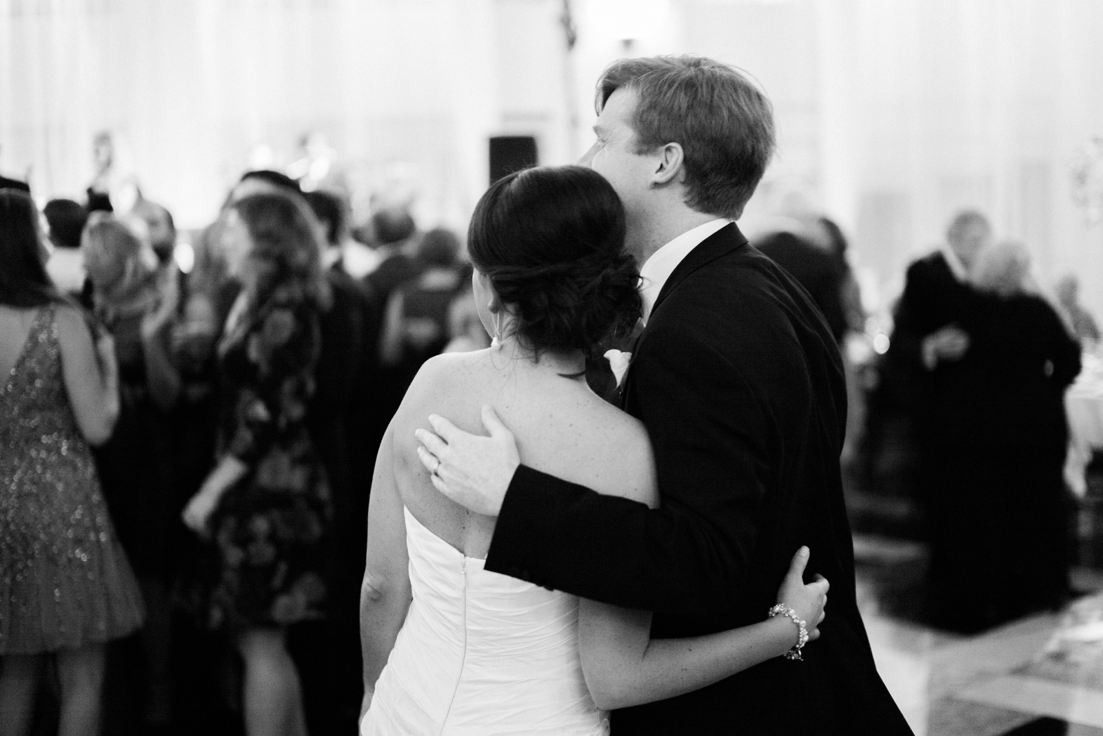 atrium at curtis center wedding photographer philadelphia wedding photographer shannon griffin_0031.jpg