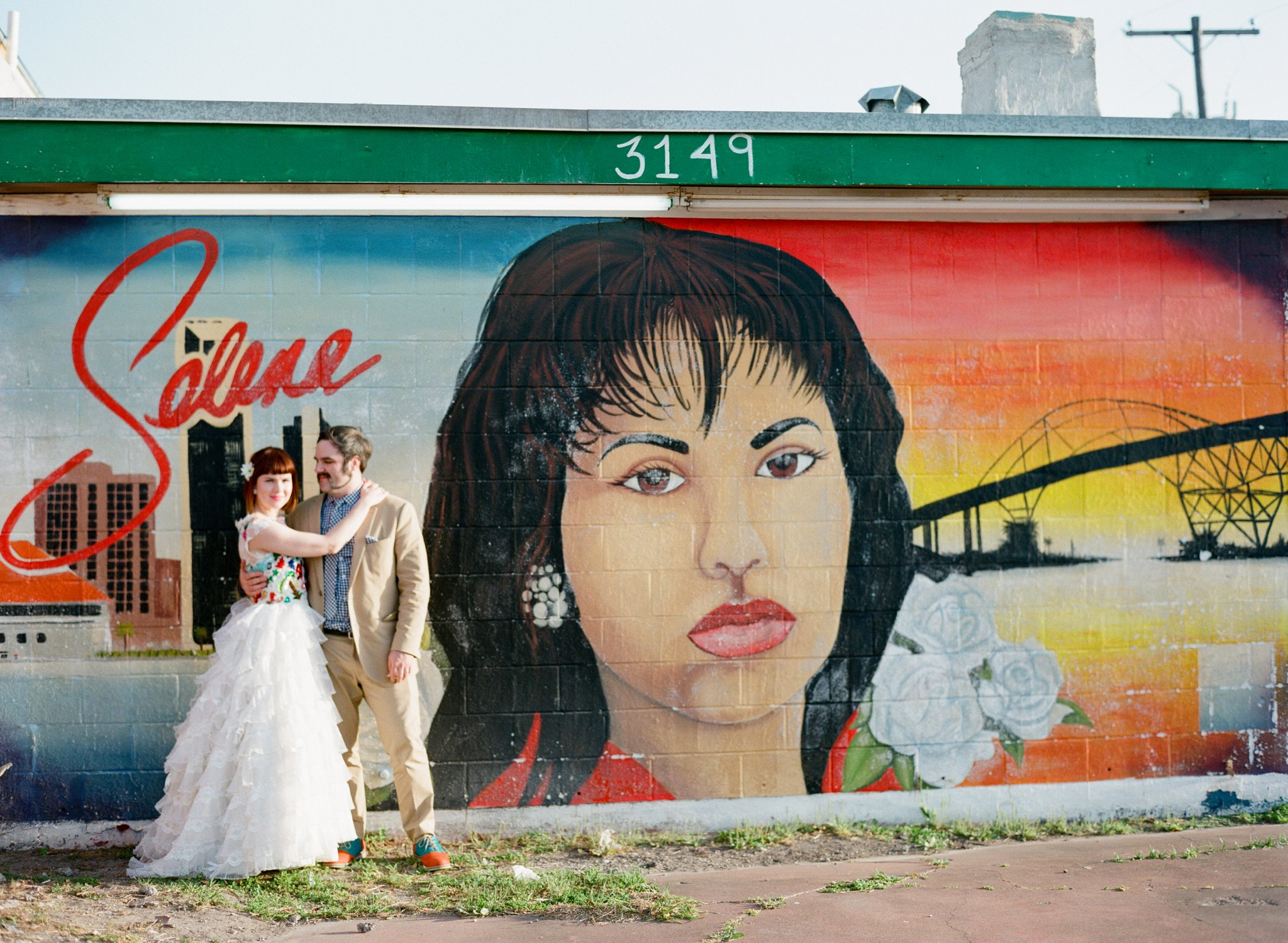eclectic texan wedding the connoisseur of cute wedding texas wedding photographer shannon griffin photography_0005.jpg