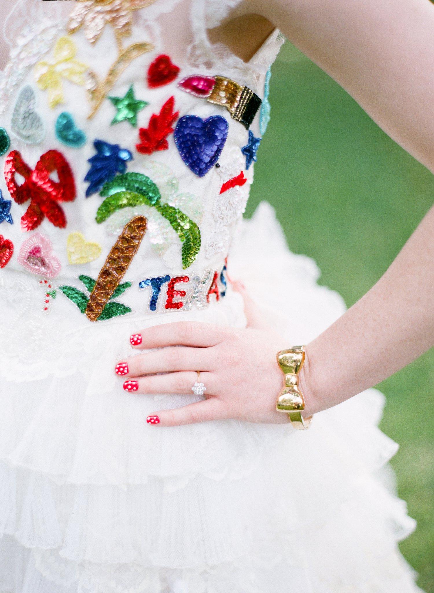eclectic texan wedding the connoisseur of cute wedding texas wedding photographer shannon griffin photography_0008.jpg