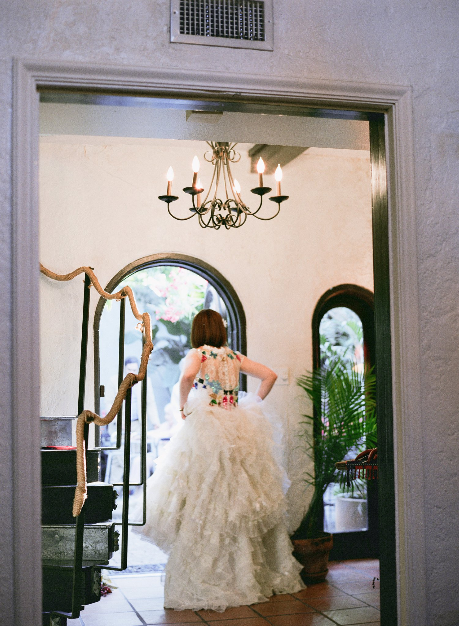eclectic texan wedding the connoisseur of cute wedding texas wedding photographer shannon griffin photography_0048.jpg