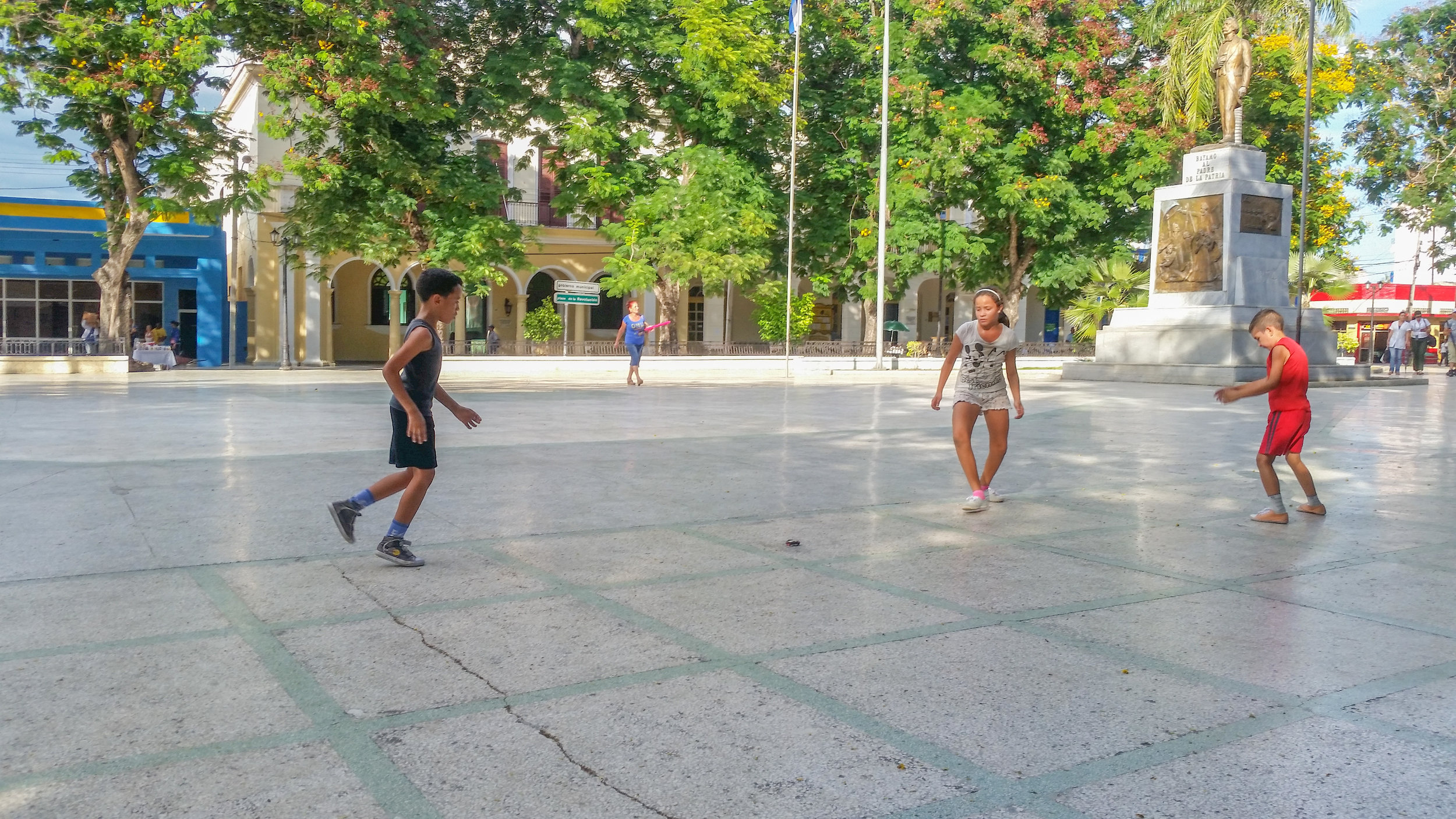 Kids playing kick-the-can in Bayamo