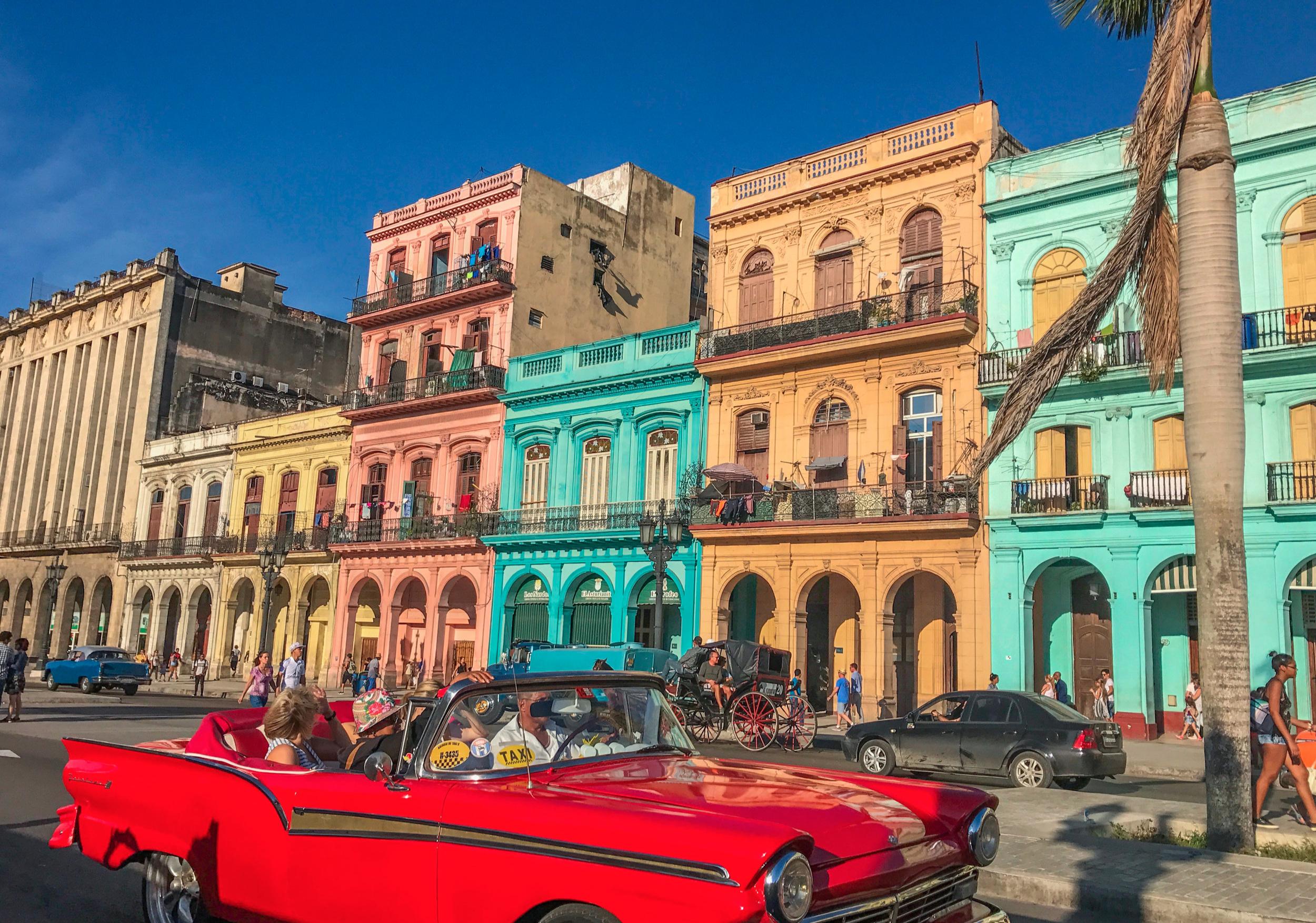 Classic_Cars_in_Havana_Cuba.jpg