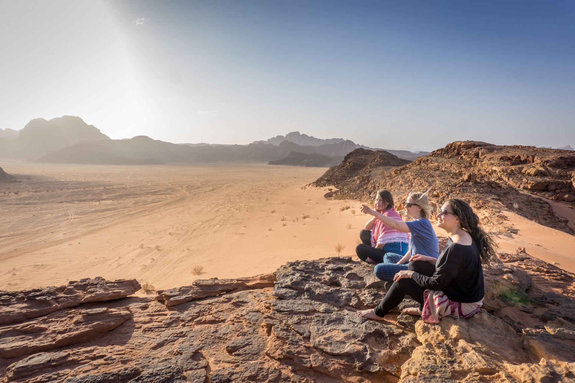 Women_hiking_in_Wadi_Rum.jpg