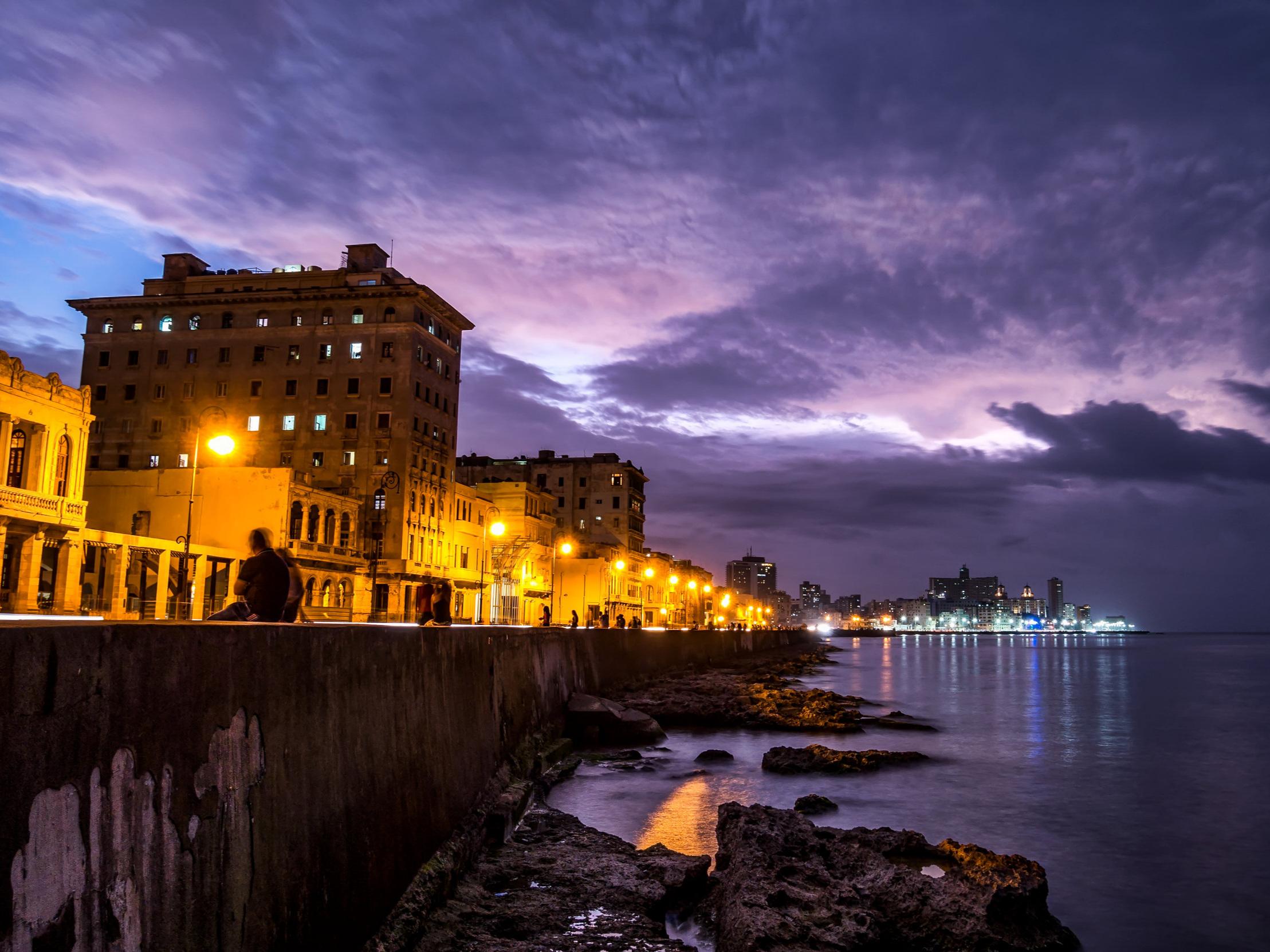 Havana's malecon at night