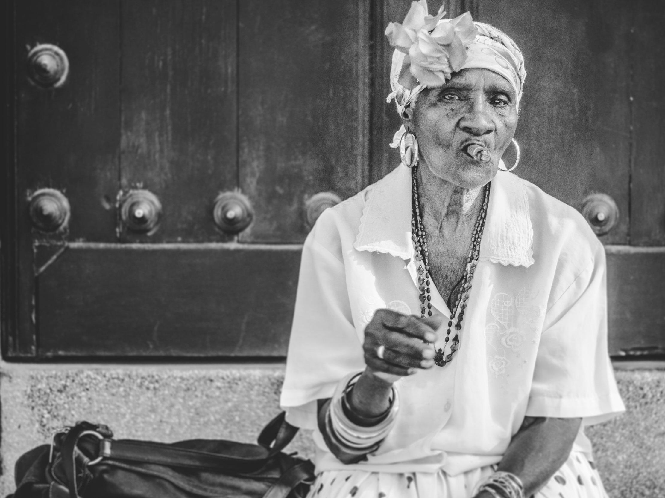 """One of Cuba's quintessential """"cigar ladies"""""""