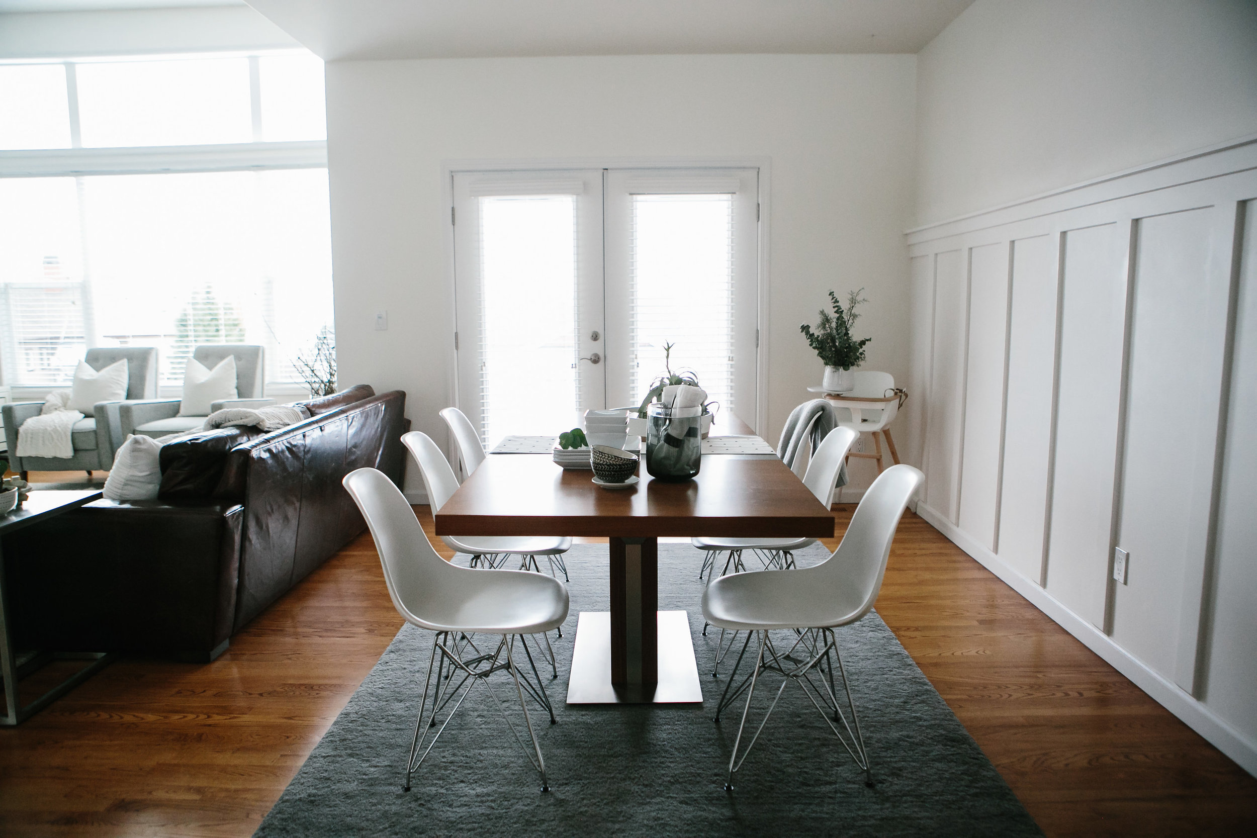 A light and bright dining room with table and chairs.