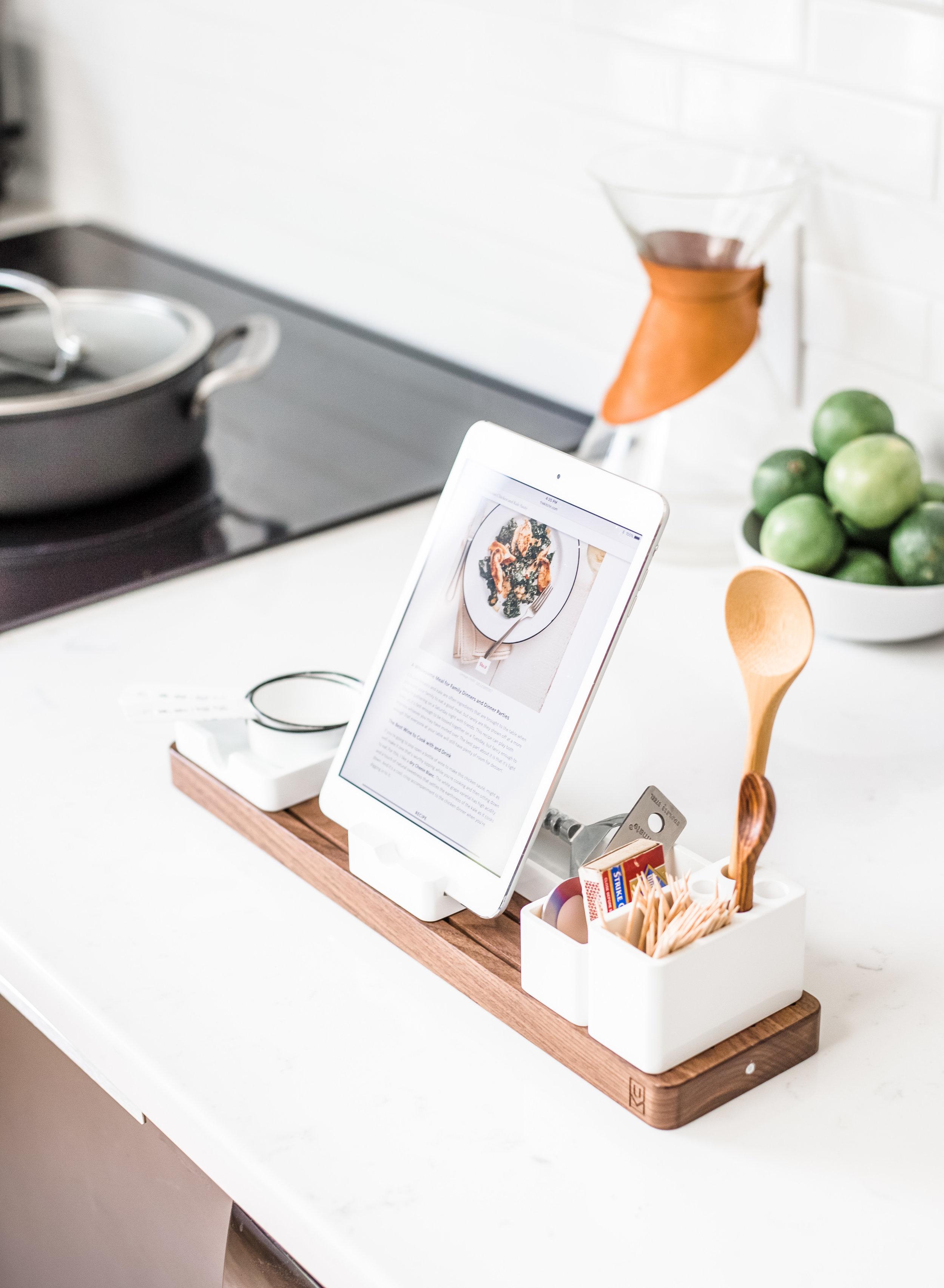 An Organized Kitchen is a Happy Kitchen #OrganizingRoadmap - www.elegantsi.com