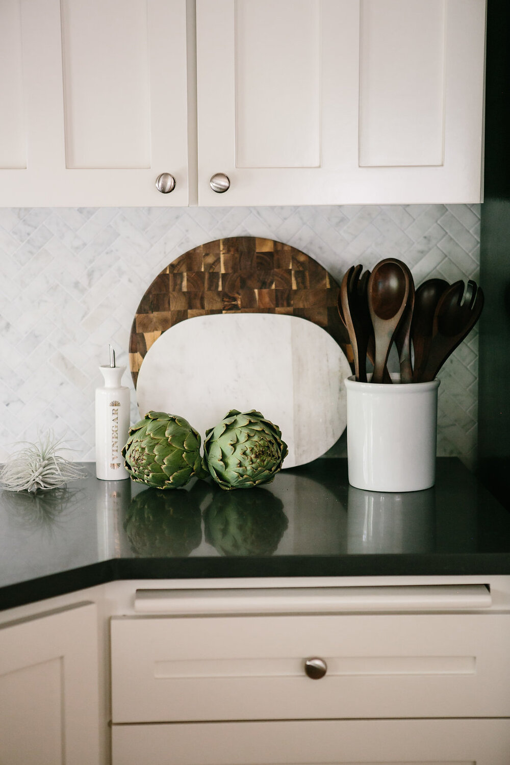 How To Place Cabinet Knobs According To An Interior Designer