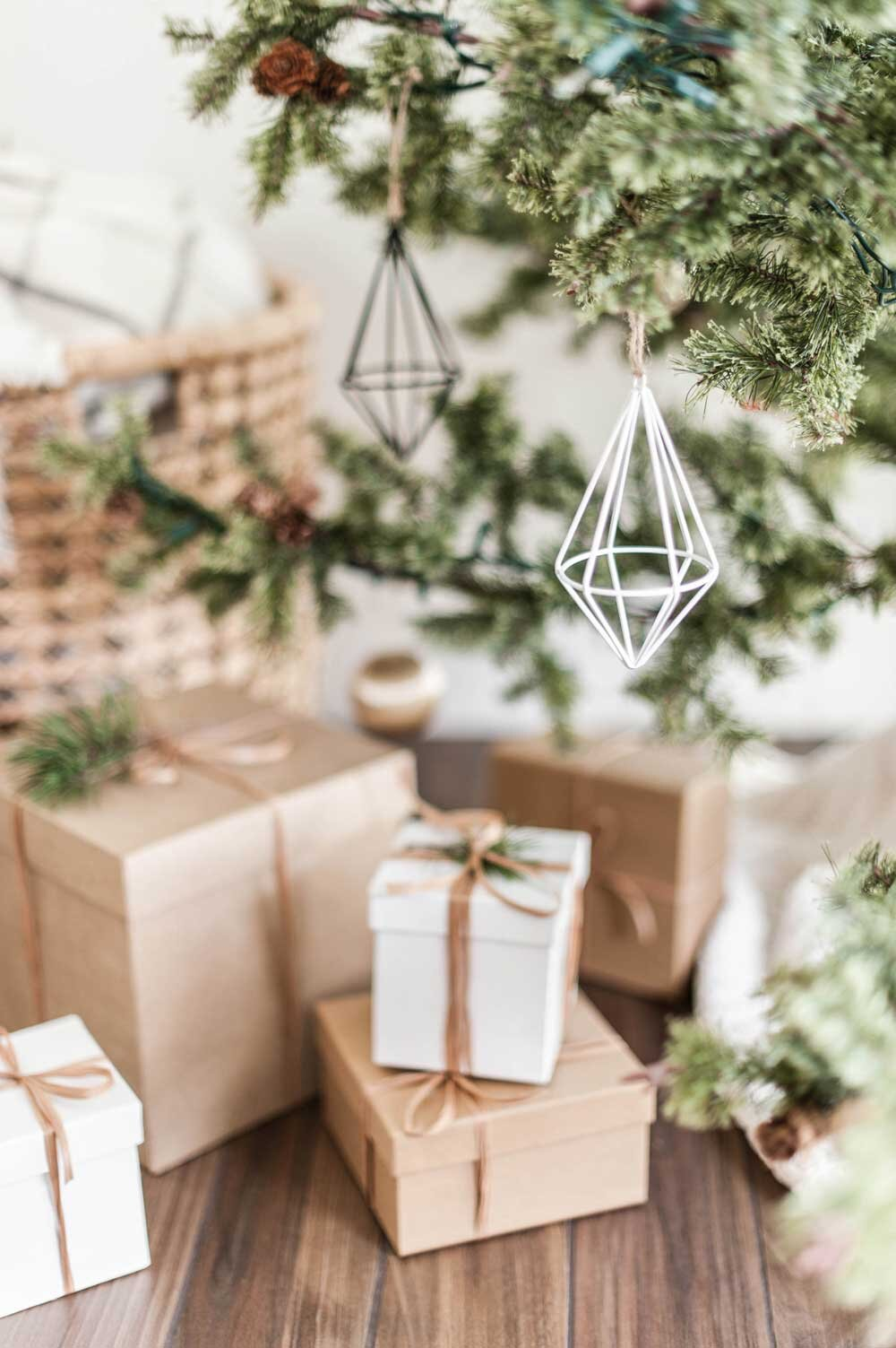 How To Decorate A Christmas Tree Like An Interior Designer