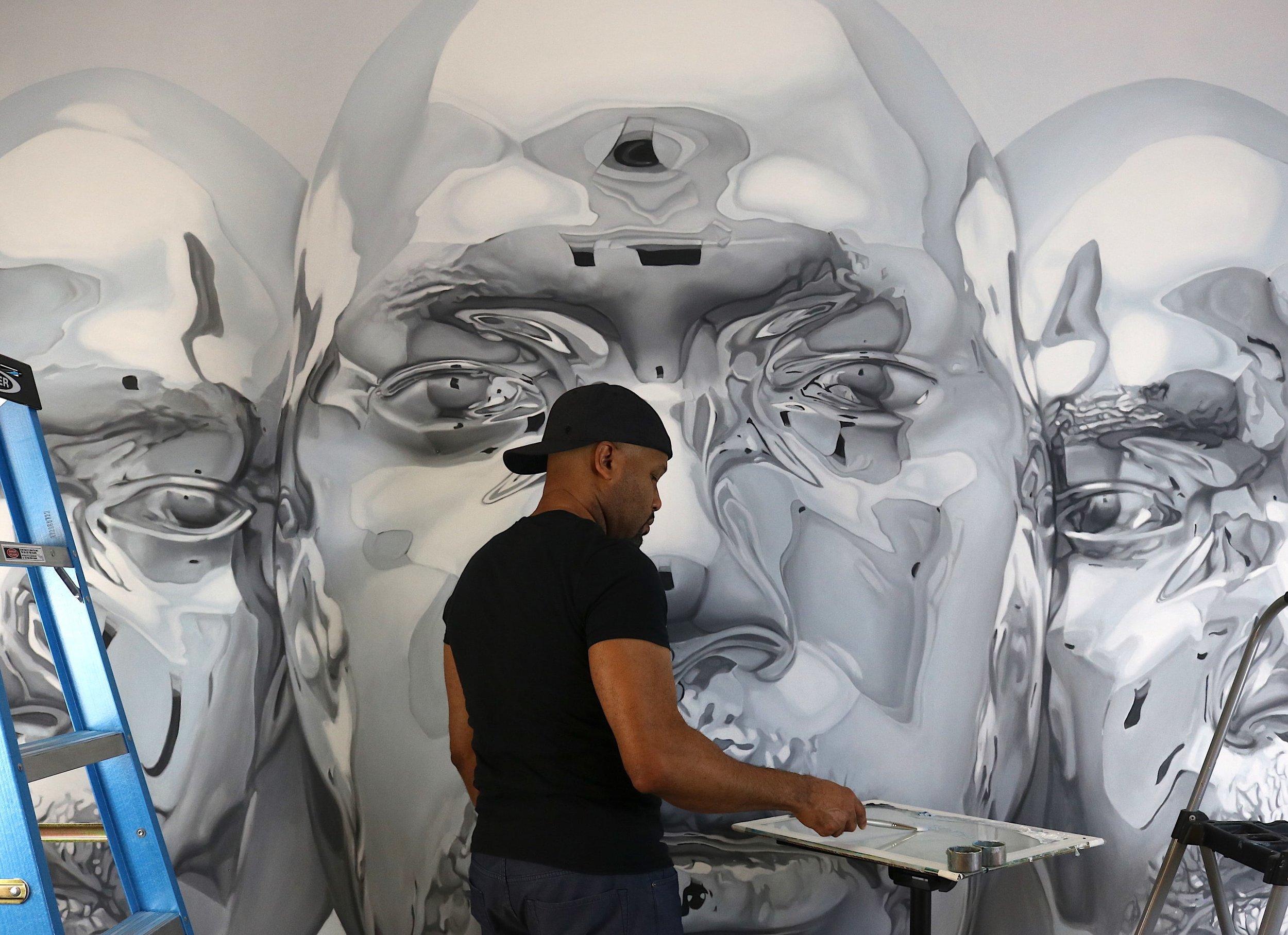 Kip Omolade painting 'Diovadiova Chrome Tribunal' (Oil on canvas, 120.5x156.5 in) © Kip Omolade.