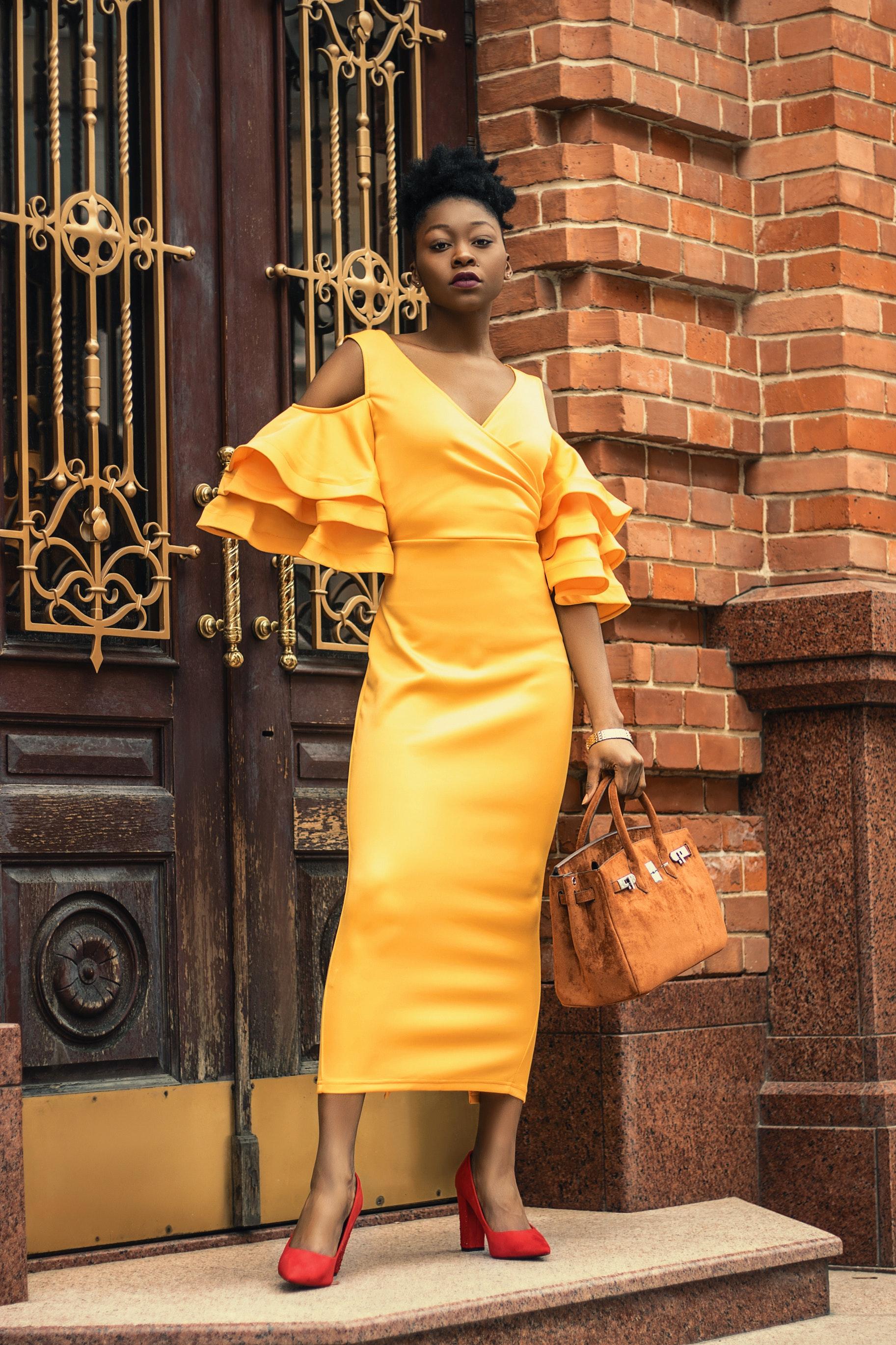 bricks-brown-bag-classy-1936854.jpg