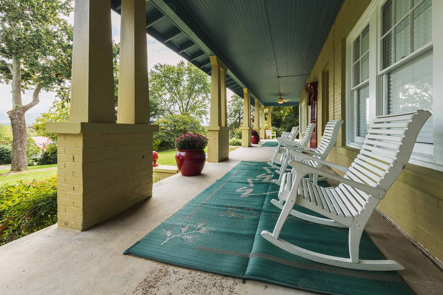 6413-17_ManorHouse_Porch.jpg
