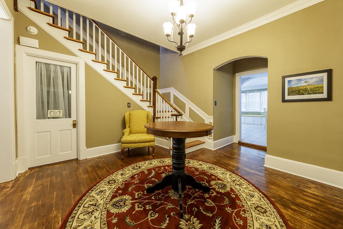 _K0A6442_ManorHouse_Stairway.jpg