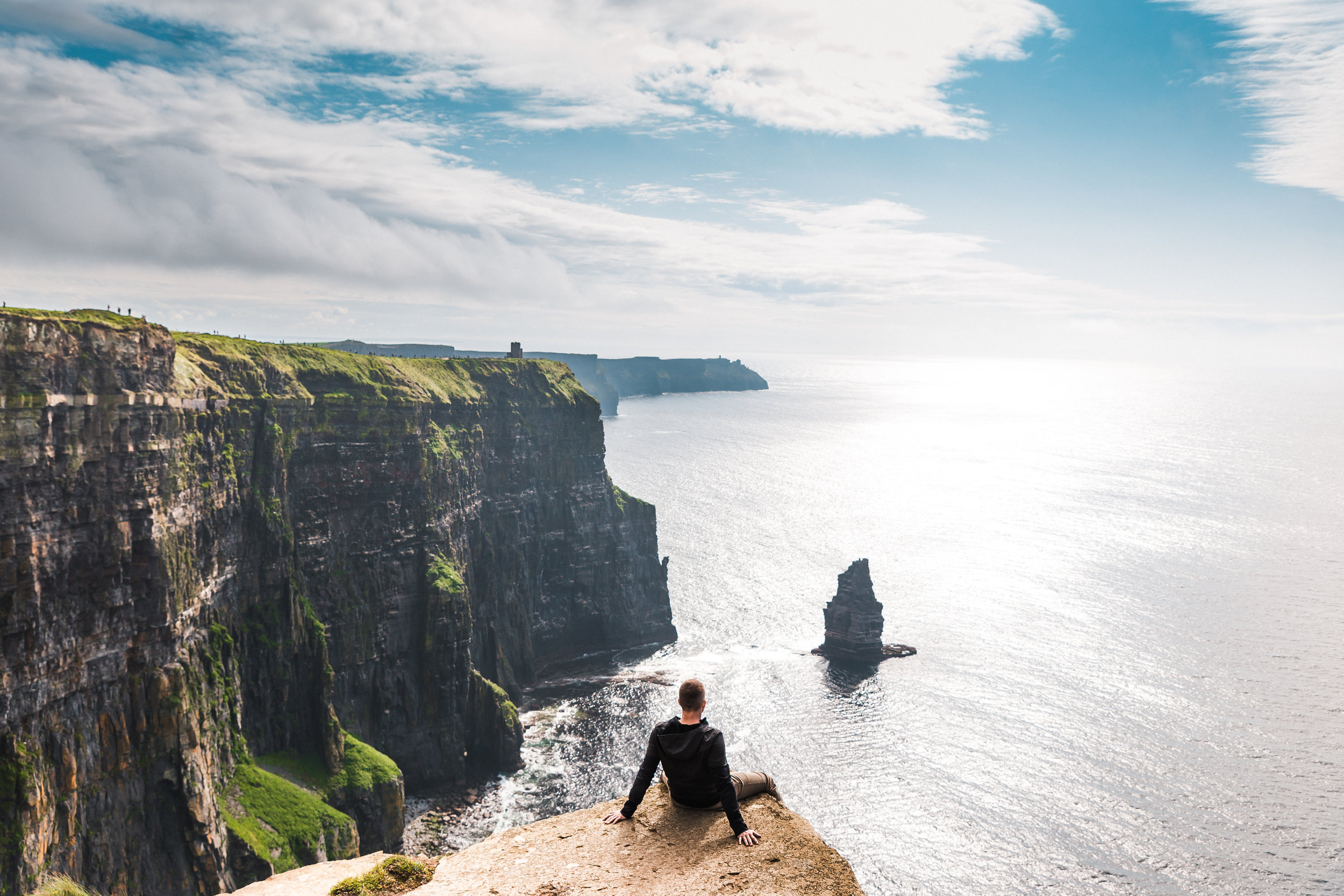 7 Days Around Ireland With Shamrocker Adventures // #readysetjetset #ireland #cliffsofmoher #belfast #travel #northernireland www.readysetjetset.net