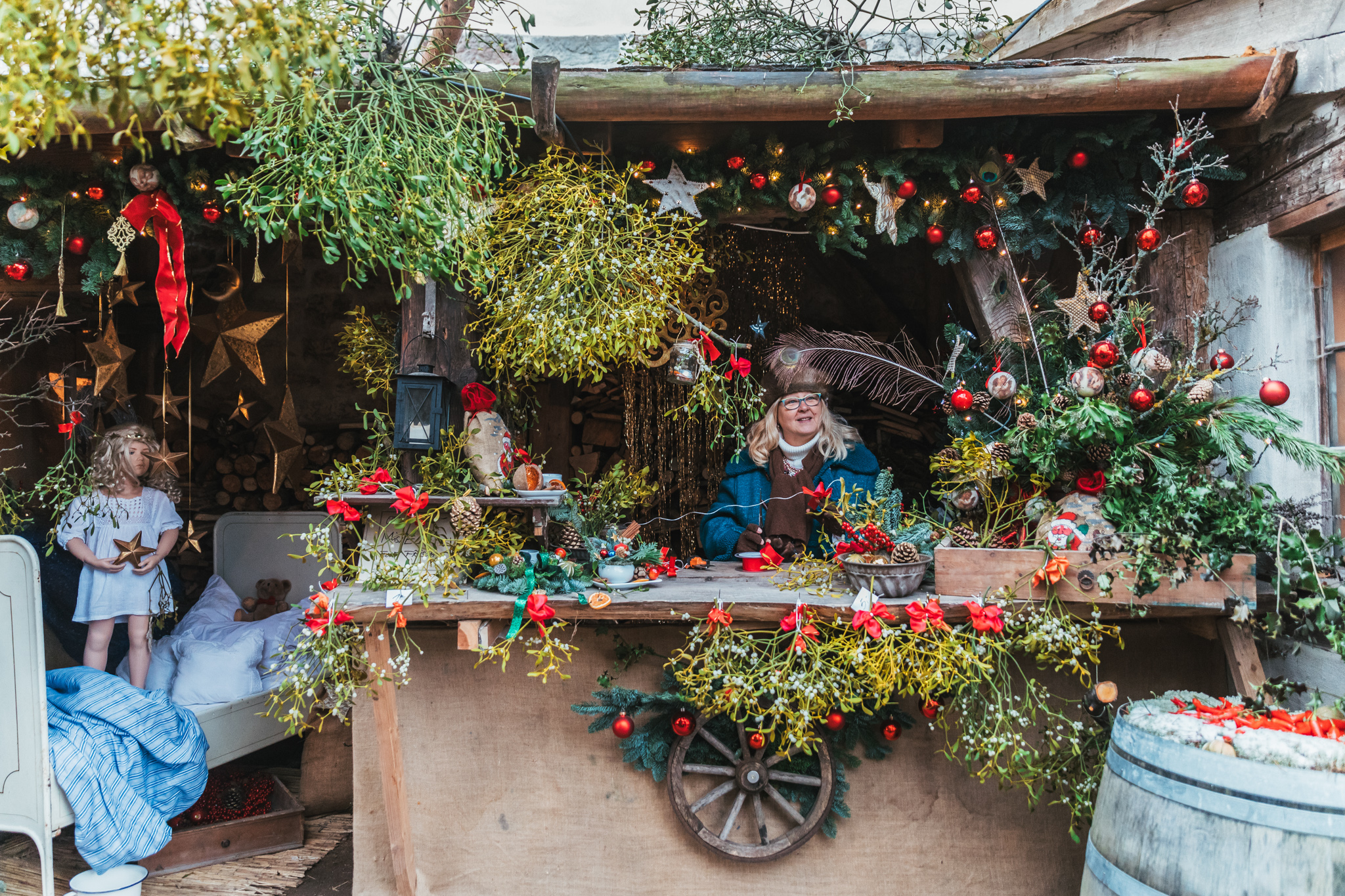 Mistletoe stand at Leuchtenberg Castle Christmas Market // German Christmas Markets and Beyond: A Trip to Thuringia in December