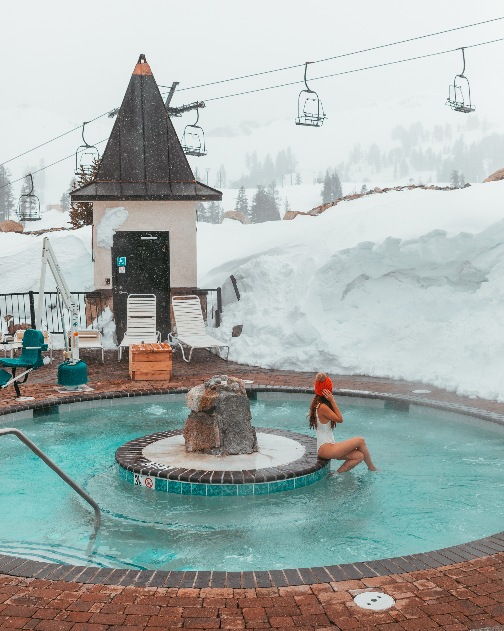 The mountaintop hot tubs at Squaw Valley Alpine Meadows // A Quick Guide to North Lake Tahoe & Reno