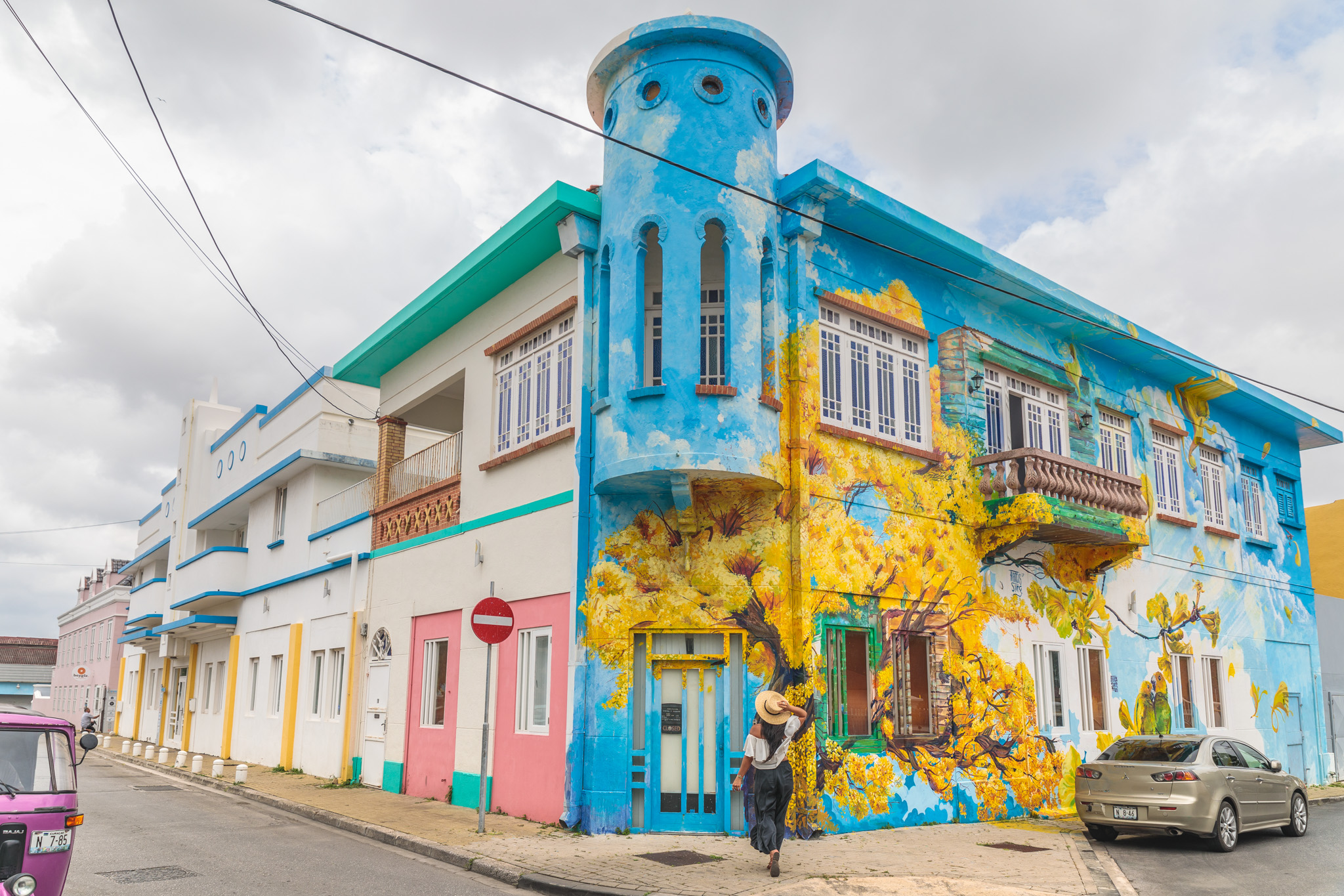 The colorful street art of Willemstad, Curaçao // 20 Photos to Show You Why Curaçao Needs to Be On Your Travel Radar // www.readysetjetset.net #readysetjetset #curacao #caribbean #beach #ocean #paradise #travel