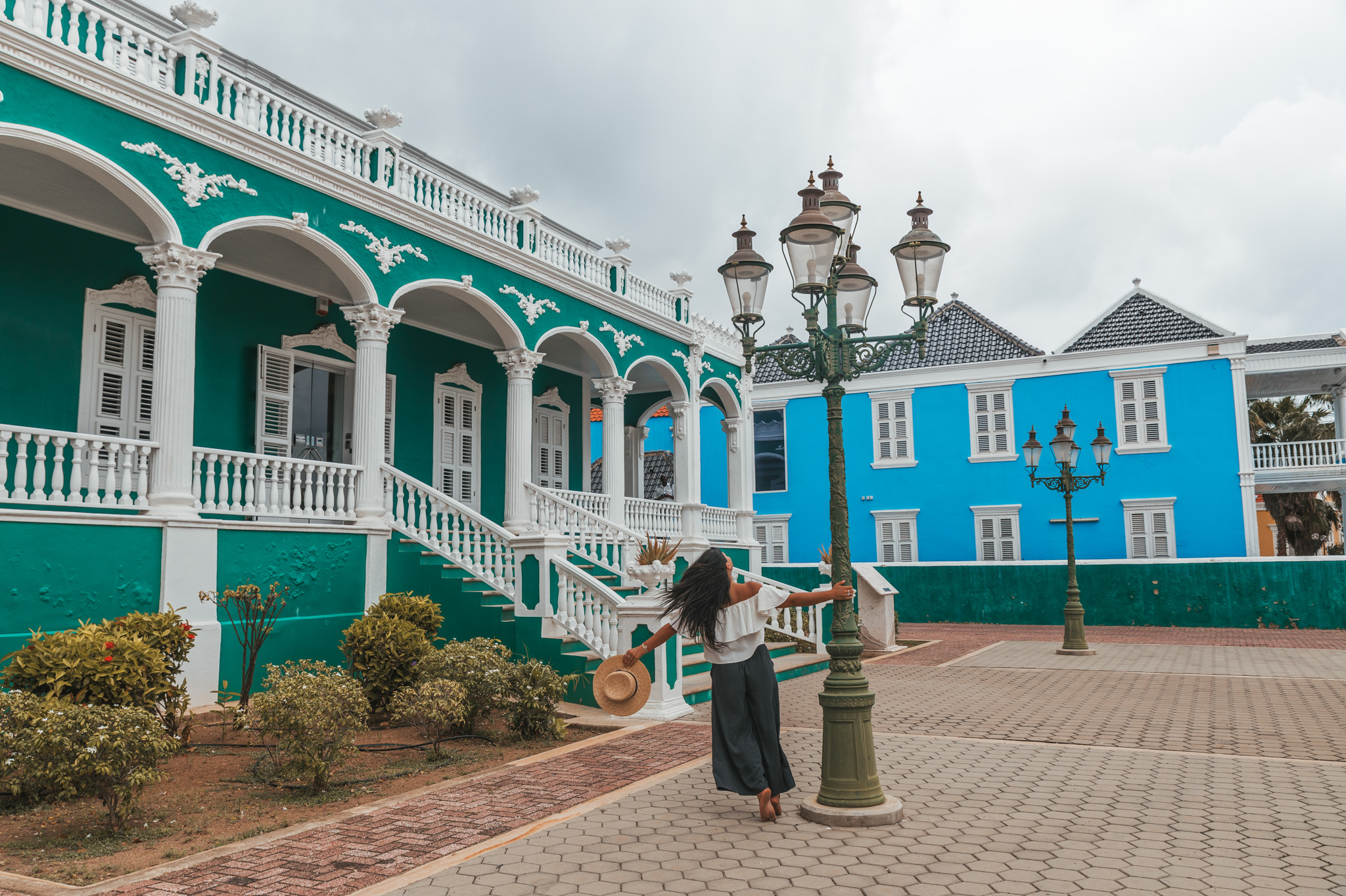 The famous Wedding Cake House of Willemstad, Curaçao // 20 Photos to Show You Why Curaçao Needs to Be On Your Travel Radar // www.readysetjetset.net #readysetjetset #curacao #caribbean #beach #ocean #paradise #travel