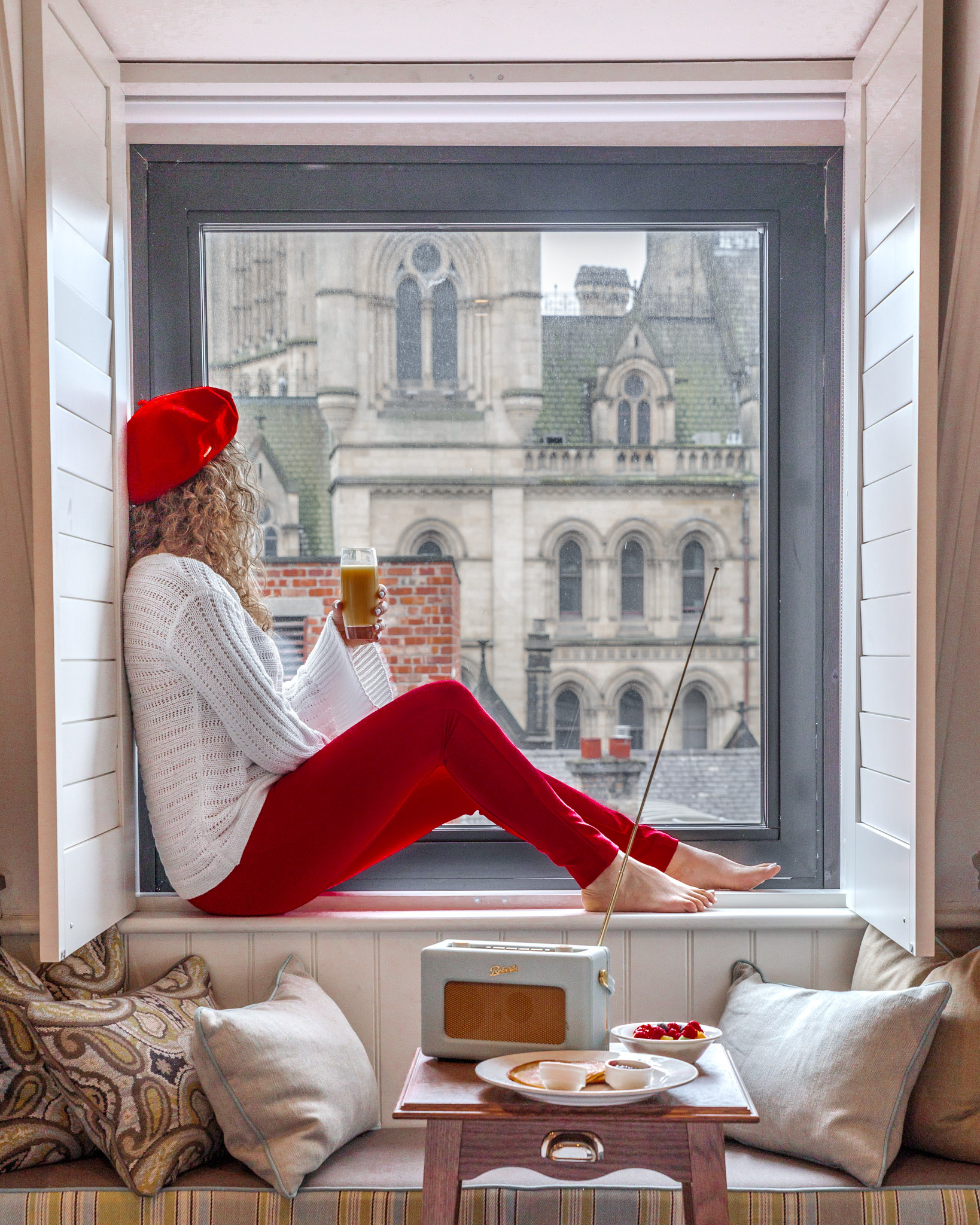 The cute rooms with a view at King Street Townhouse in Manchester // 11 INSTAGRAM-WORTHY PHOTO SPOTS IN MANCHESTER, ENGLAND // www.readysetjetset.net #readysetjetset #manchester #england #uk #unitedkingdom #cityguide #travel