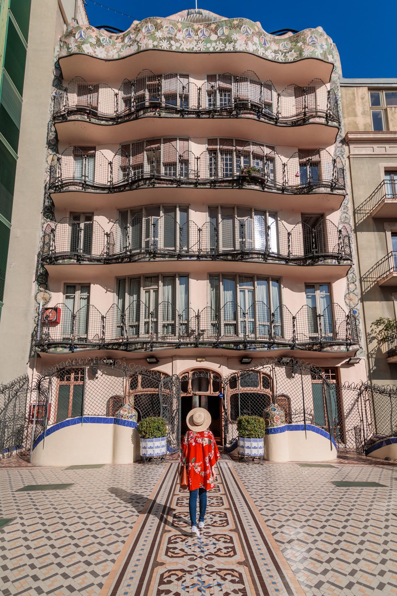 The 25 Most Instagrammable Spots in Barcelona (With Addresses!) // www.readysetjetset.net #readysetjetset #barcelona #spain