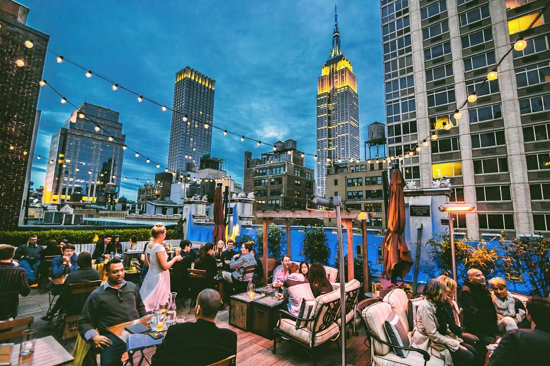 Refinery Rooftop at the Refinery Hotel in NYC // 15 NYC Rooftop Bars With a Skyline View #readysetjetset