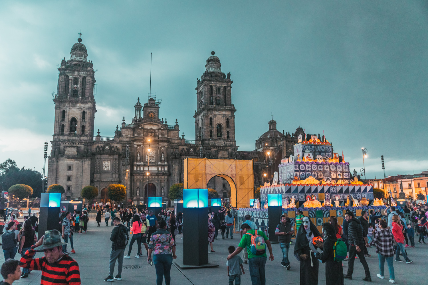 Zocalo during Day of the Dead // Mexico City Day of the Dead Parade // What to Do In Mexico City for Day of the Dead // www.readysetjetset.net #readysetjetset #mexicocity #dayofthedead #traveltips #blogtips