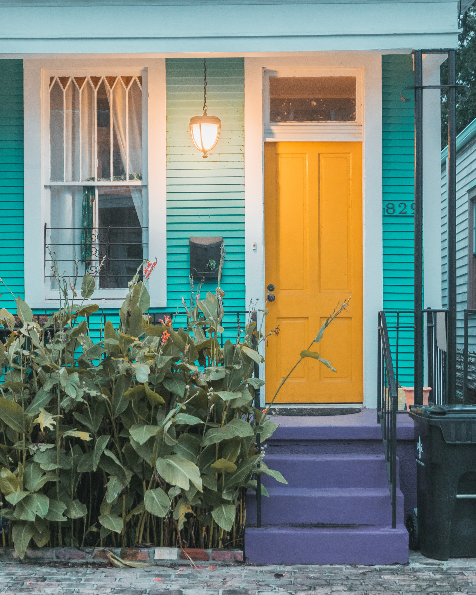 Colorful house with a yellow door in the Garden District // The Most Instagrammable Spots in New Orleans // #readysetjetset www.readysetjetset.net