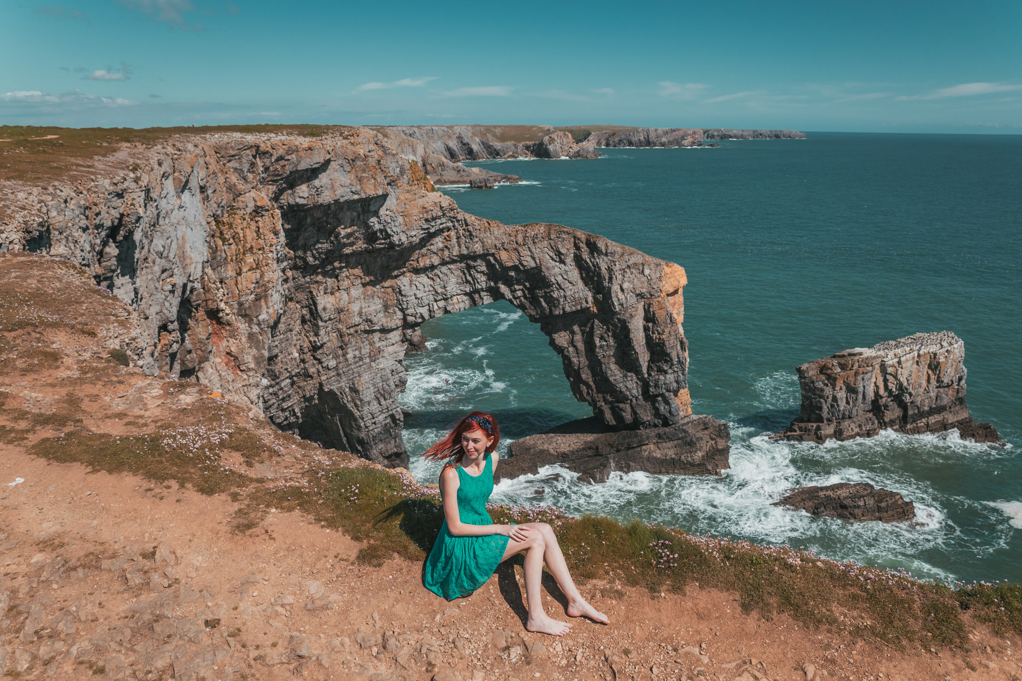 Green Bridge of Wales natural stone arch // The Most Beautiful Places to Visit in Wales // #readysetjetset #wales #uk #welsh #travel #photospots #blogpost