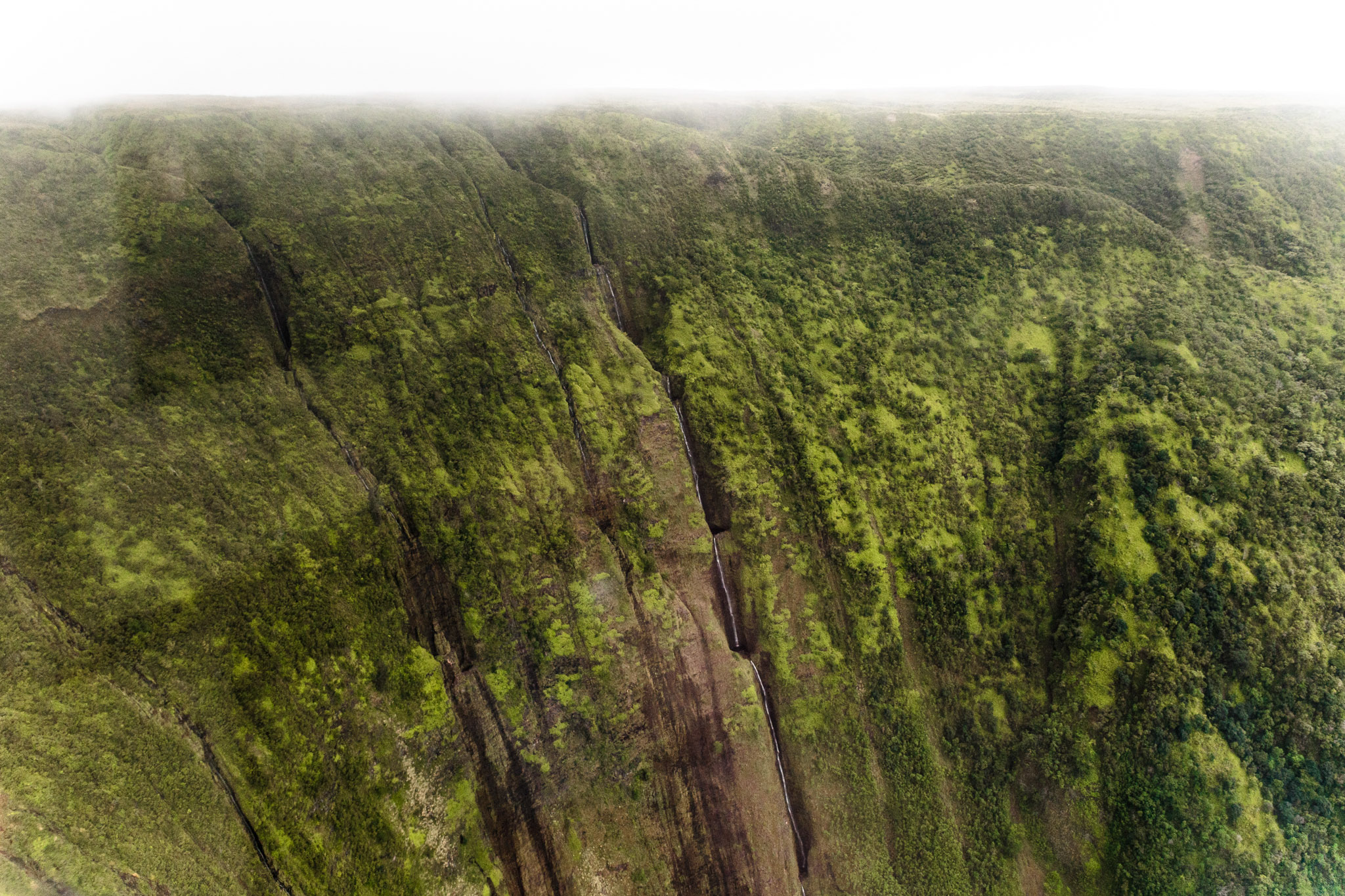 Helicopter flight over waterfalls on the Big Island  // 10 Things You Have to Do on the Big Island of Hawaii // www.readysetjetset.net #readysetjetset #hawaii #bigisland #blogpost #hawaiiguide