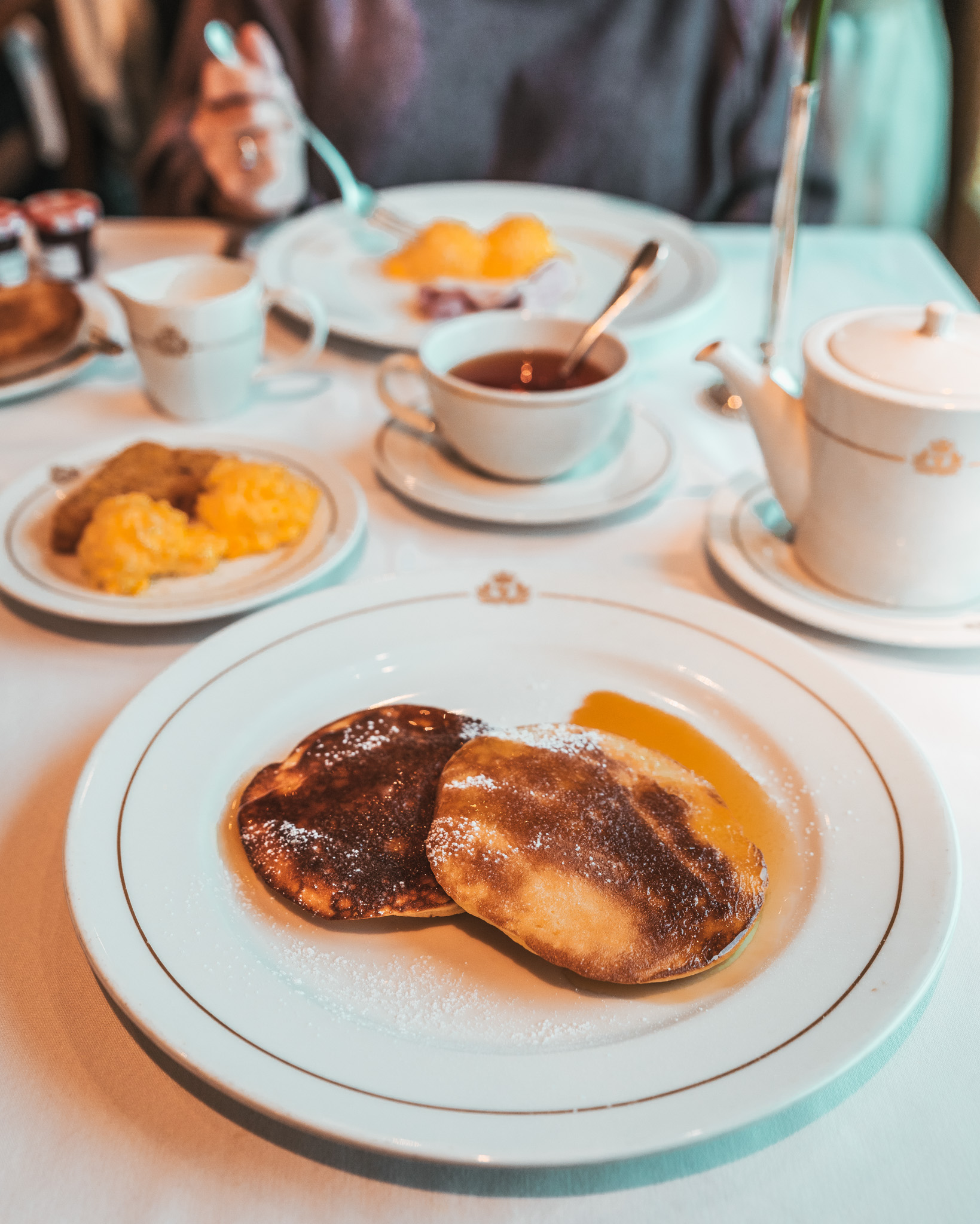 Britannia dining room breakfast // Transatlantic Cruising on the Cunard Queen Mary 2 #readysetjetset