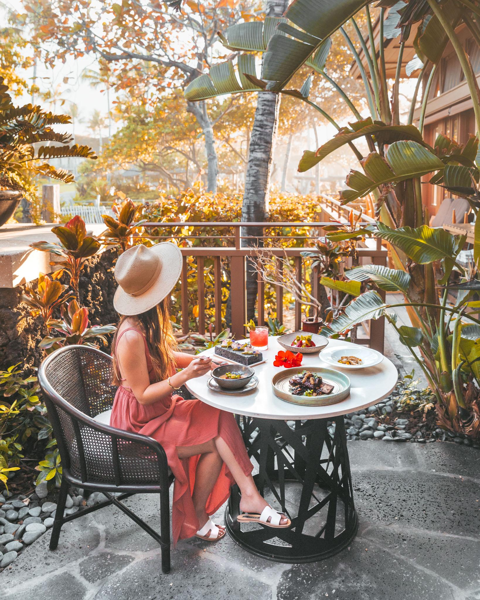 Golden hour dinner at Ulu // A Luxury Stay on the Big Island: Four Seasons Resort Hualalai // #readysetjetset #hawaii #bigisland #luxuryhotels #beachresorts #usa #travel