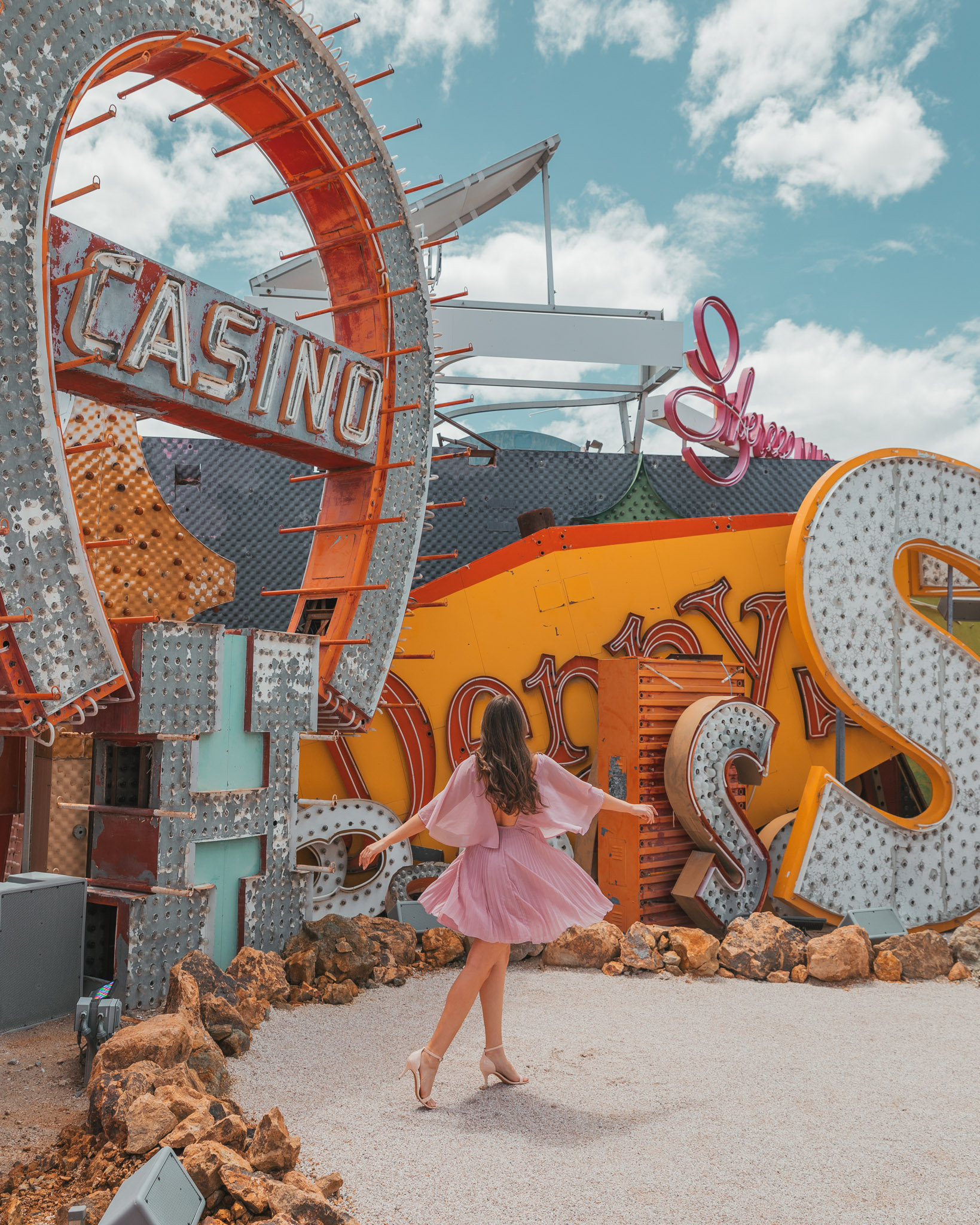 Neon Museum // The Quick Guide to Visiting Vegas Beyond the Strip #readysetjetset #lasvegas #neonmuseum #nevada #blogpost #travel