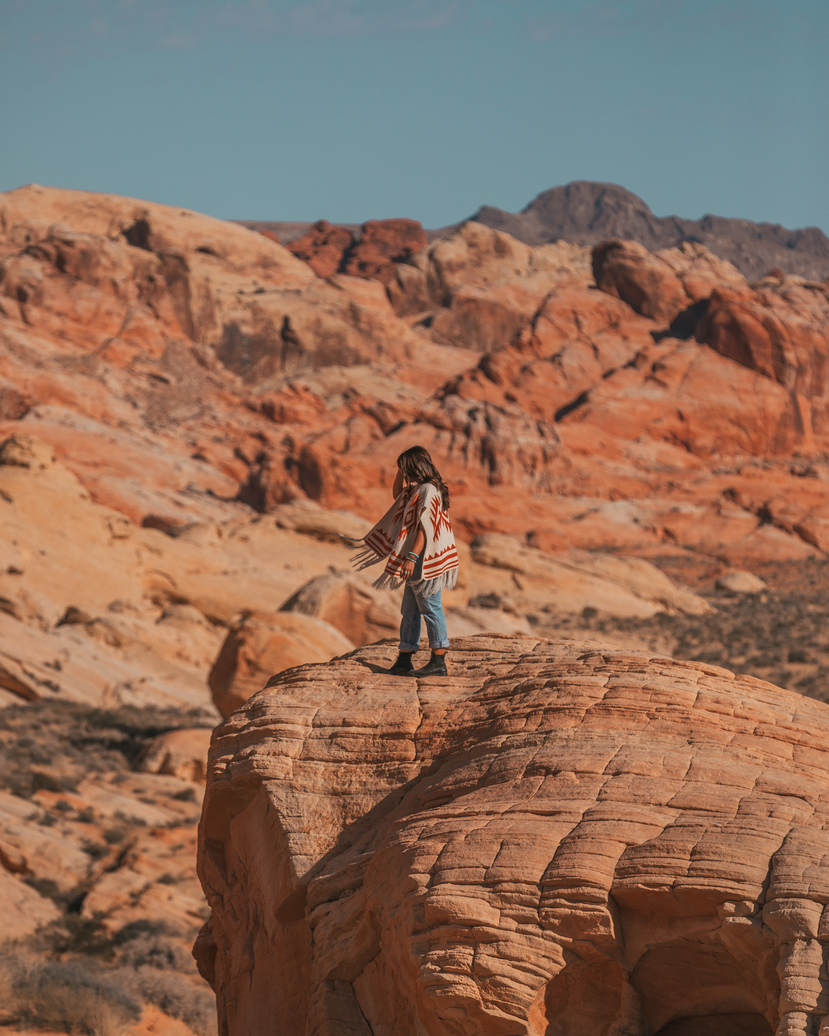 Valley of Fire State Park // The Quick Guide to Visiting Vegas Beyond the Strip #readysetjetset #lasvegas #outdoors #nevada #adventure #blogpost #travel