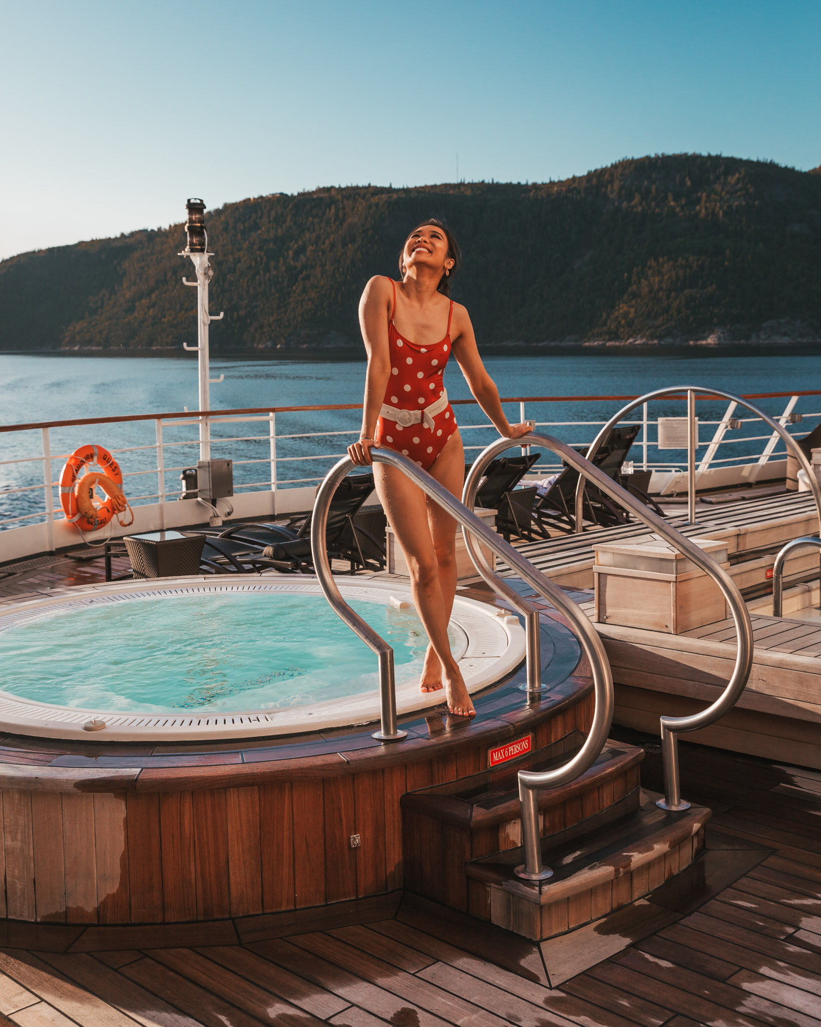 Deck 5 hot tub on the Seabourn Quest // Cruise Review: 11-Day New England & Canada on the Seabourn Quest // #readysetjetset #canada #cruise #luxury #travel #cruising