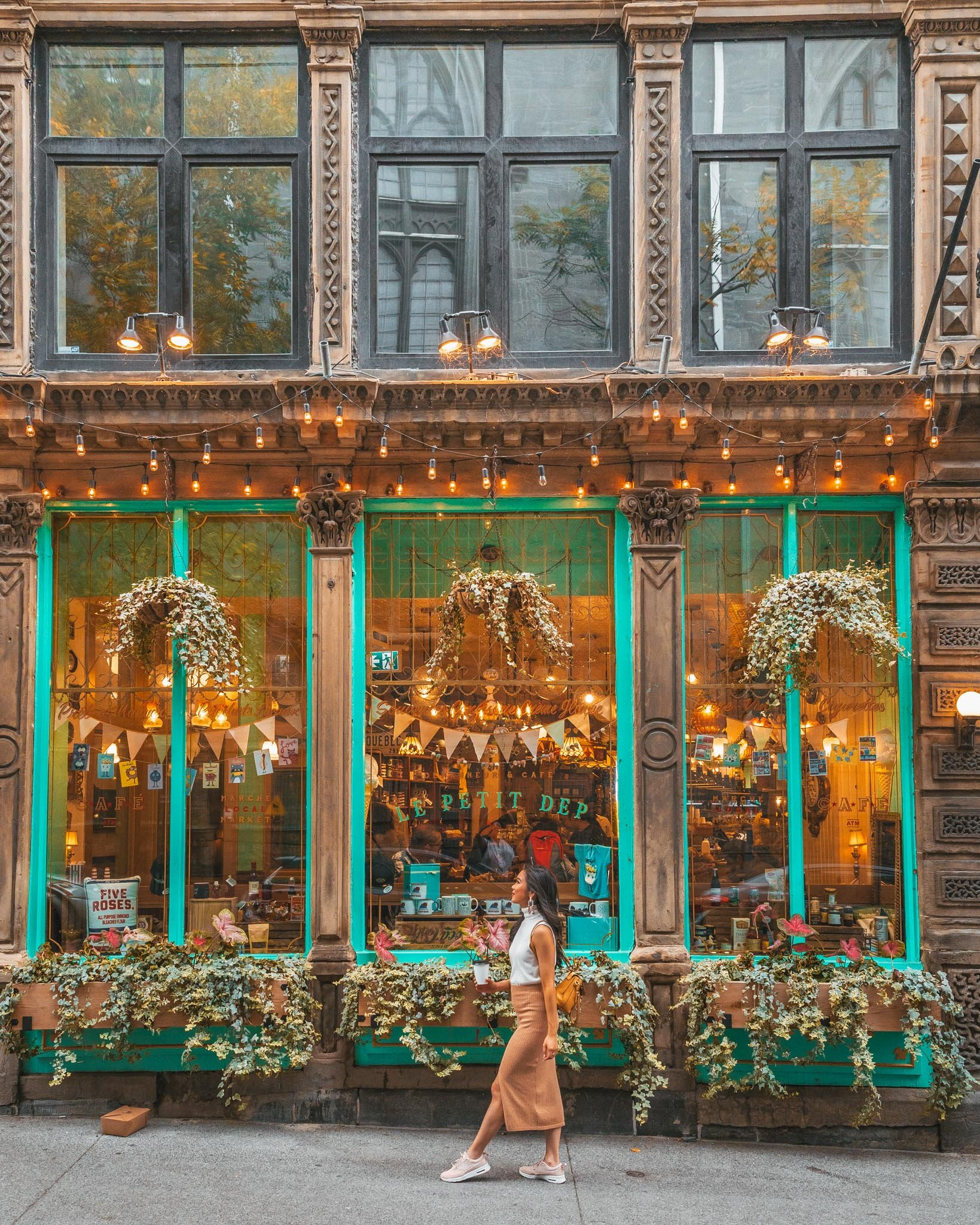 Cute shop in Montreal // Cruise Review: 11-Day New England & Canada on the Seabourn Quest // #readysetjetset #cruise #luxury #travel #cruising #canada