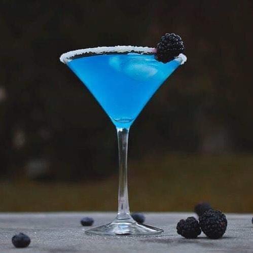 Blue cocktail 👌🏻 1 oz Diplome Gin 1 1⁄2 oz Blue curaçao 3⁄4 oz Fresh lemon juice 2 oz Tonic water  #diplomegin #madeinfrance🇫🇷 #since1945 🍸 Nolwenn Le Hir