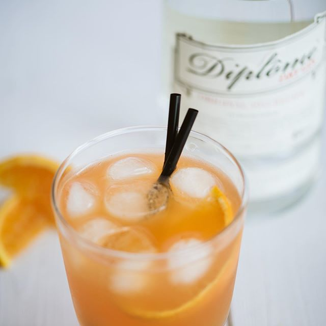 We love cocktail. 2 oz Diplome Gin 0.75 oz orange curaçao 0,5 oz fresh lime juice 1 dash orange bitters 🍸Nolwenn Le Hir #diplomegin #madeinfrance🇫🇷#since1945