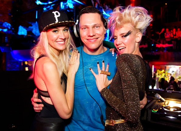 08 Tiesto and Nervo share the spotlight.jpg