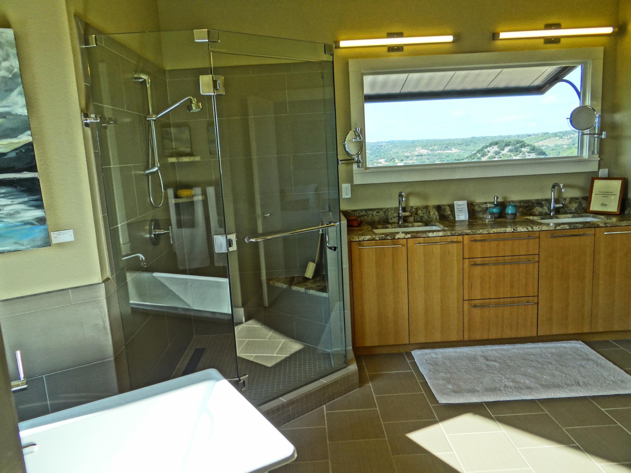 Bath with view.jpg