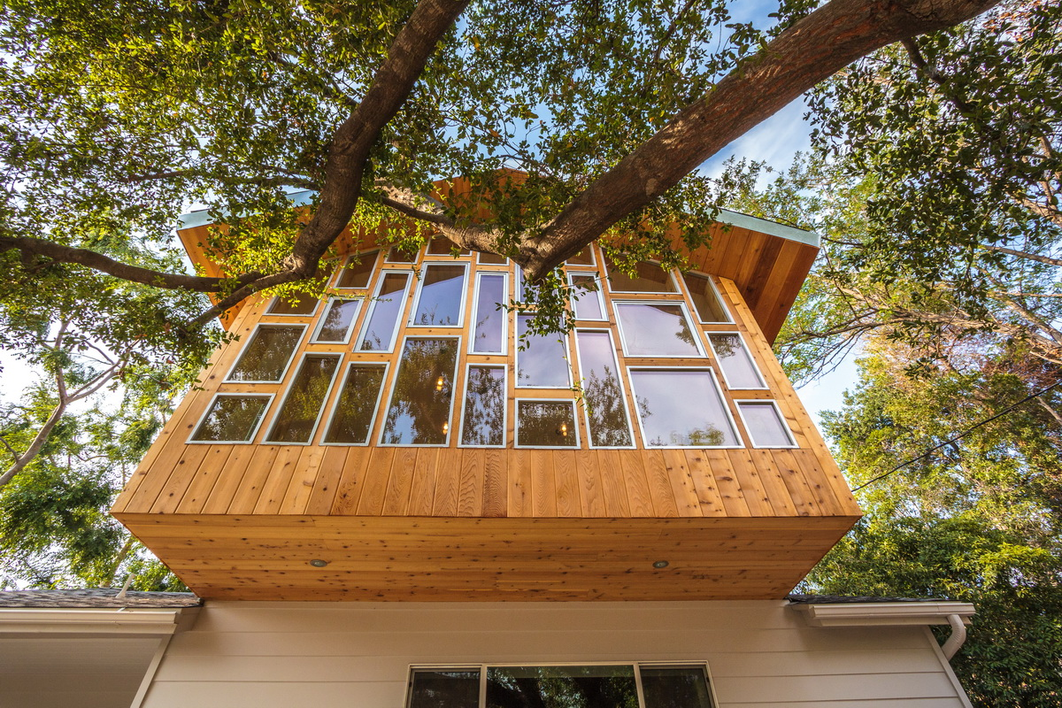 It was envisioned as a treehouse engaging mountain views and a prominent oak tree at the front of the site.
