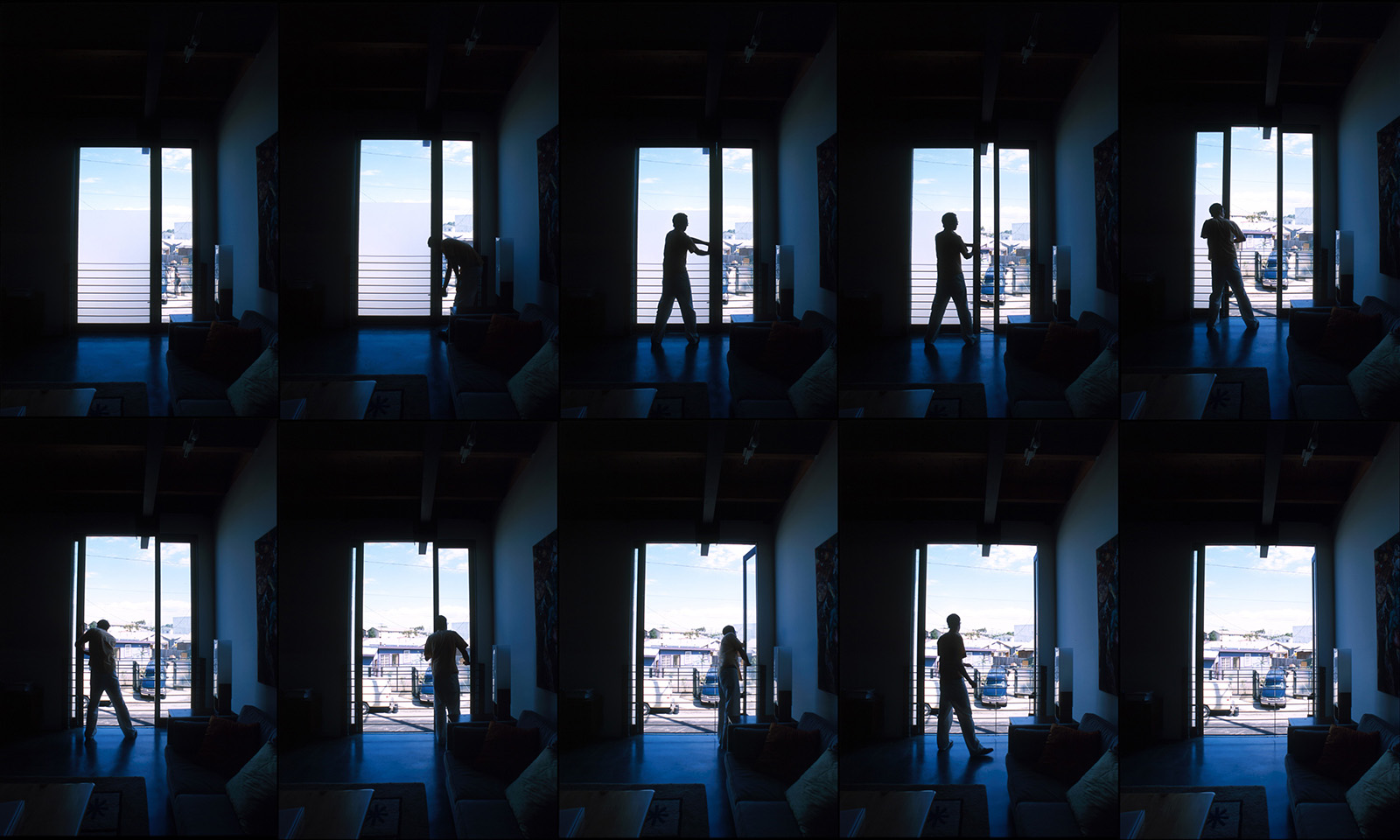 Sequence showing the use of the loading door.