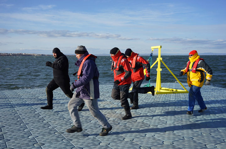 During a life-size test, the load capacity of the piers is proven