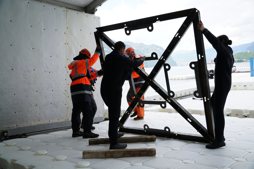 Frames are attached underneath the cubes to the deadweight anchors on the lakebed with rope made of ultra-high-molecular-weight polyethylene