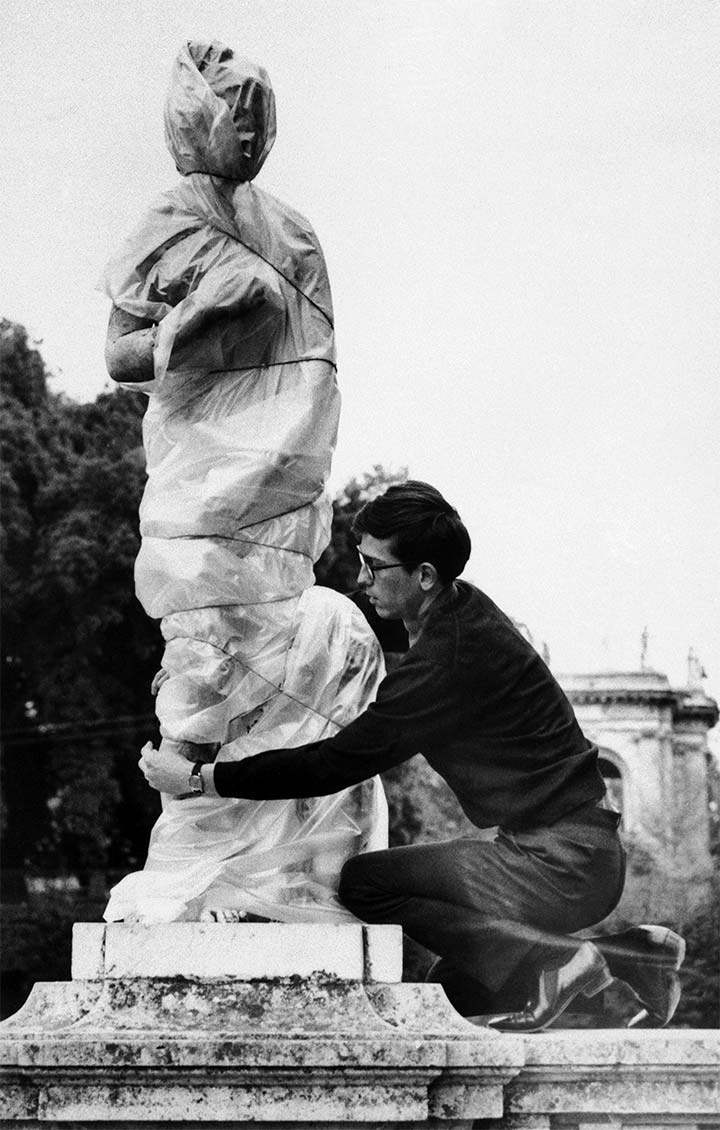 Christo wrapping one of the sculptures in the garden of the Villa Borghese