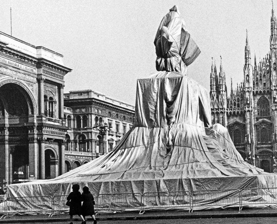 Wrapped Monument to Vittorio Emanuele II, Piazza del Duomo, Milan, Italy, 1970