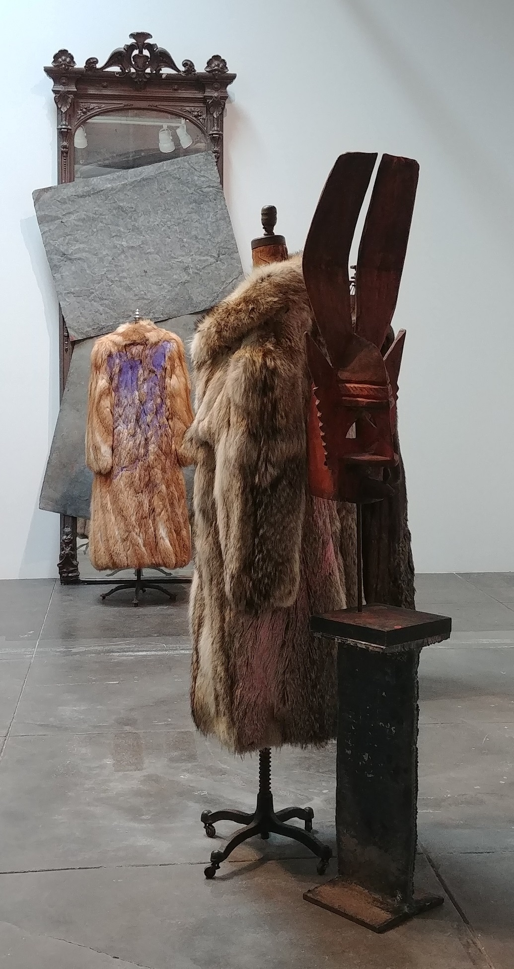"Installation view, ""David Hammons,"" Hauser & Wirth Los Angeles, 2019  Courtesy the artist and Hauser & Wirth; Photograph by George Melrod"